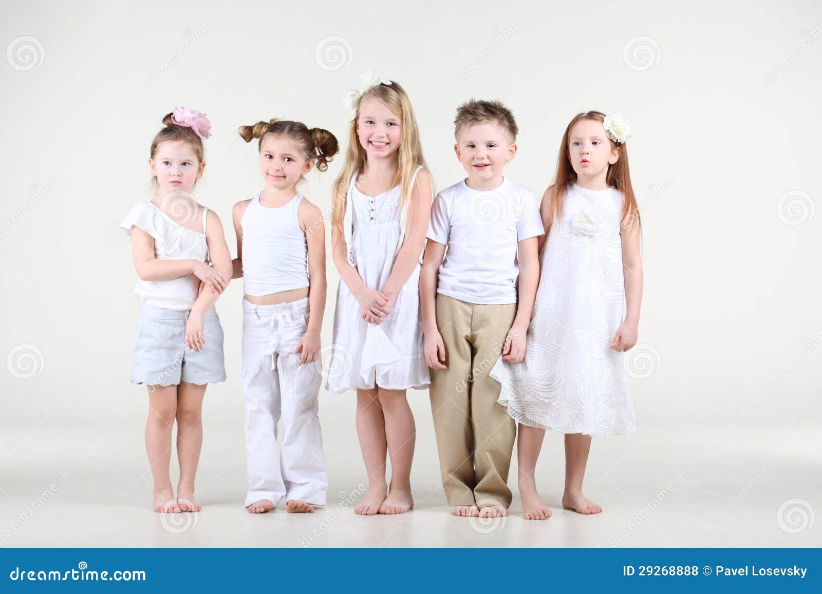 четыре девушек и один парень
