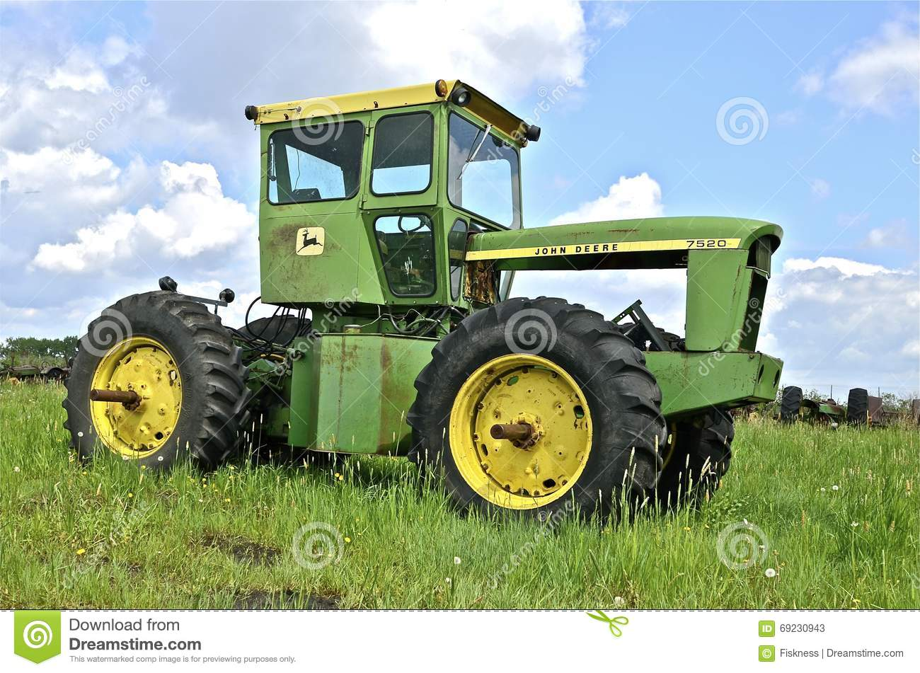 Four Engine Tractor : Four wheel drive john deere tractor missing an engine