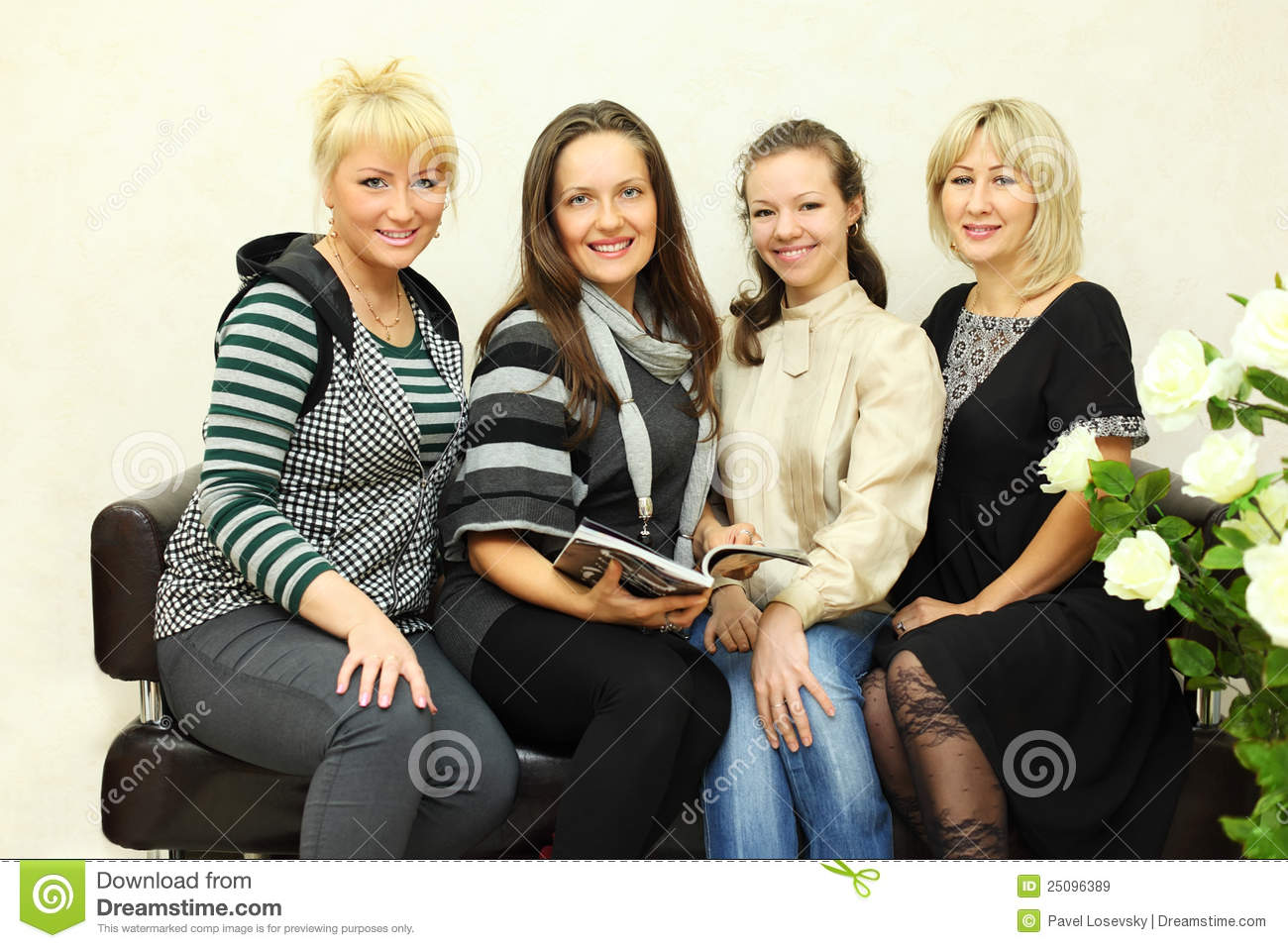 4 women galleries 2