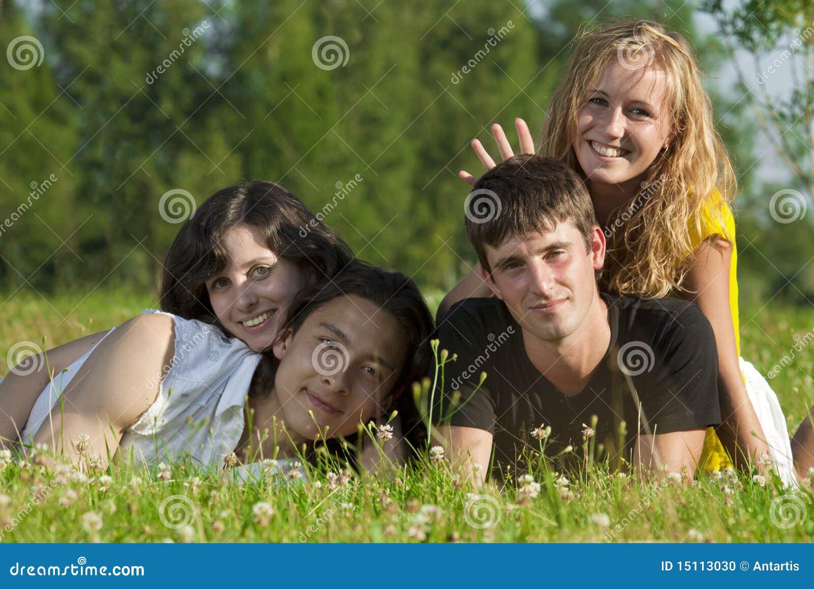 Фото девушек с молодым человеком 26 фотография