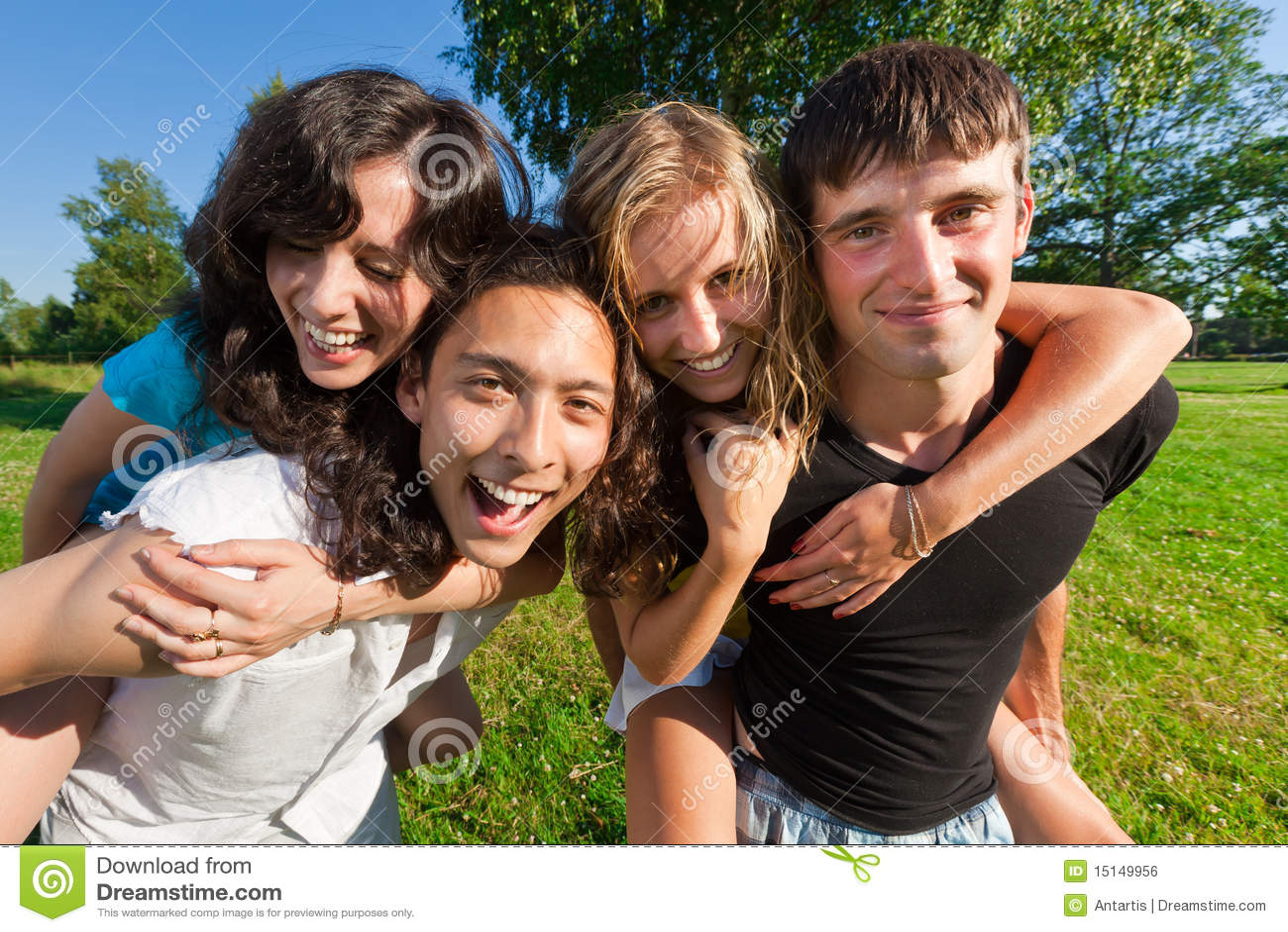 Фото девушек с молодым человеком 14 фотография