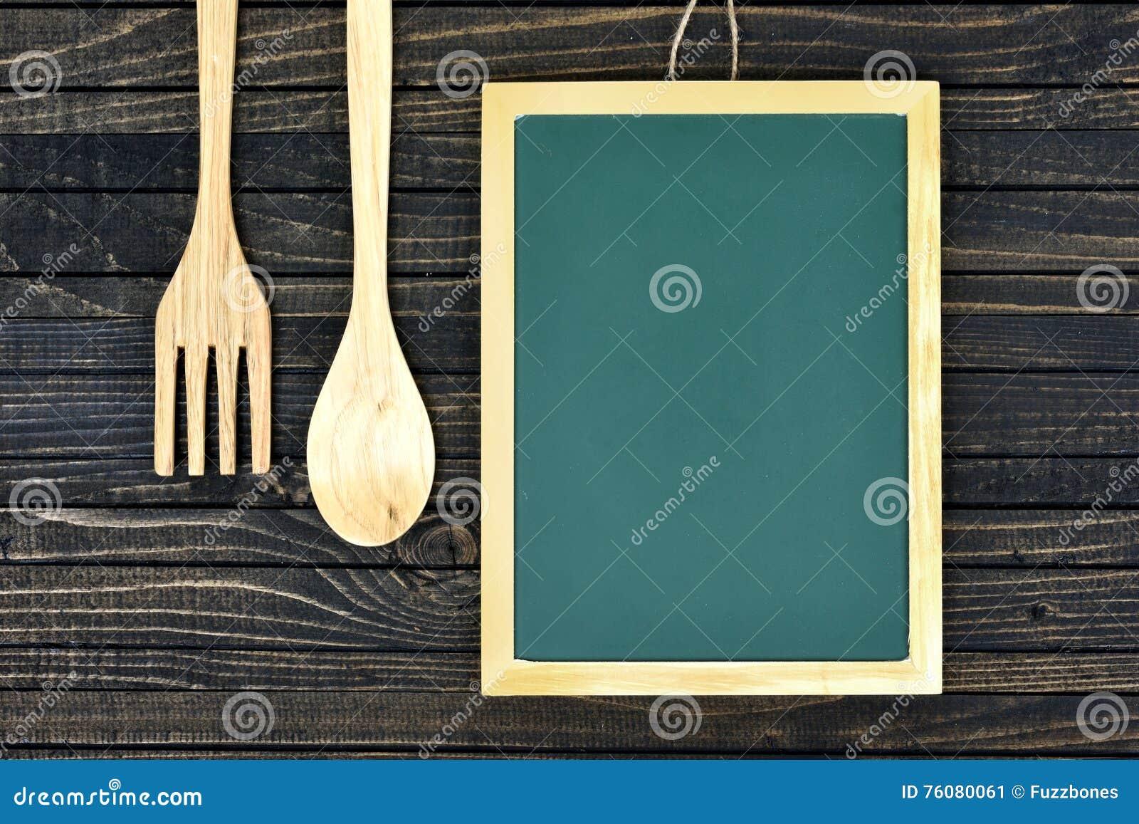 Fourchette et cuillère sur la table