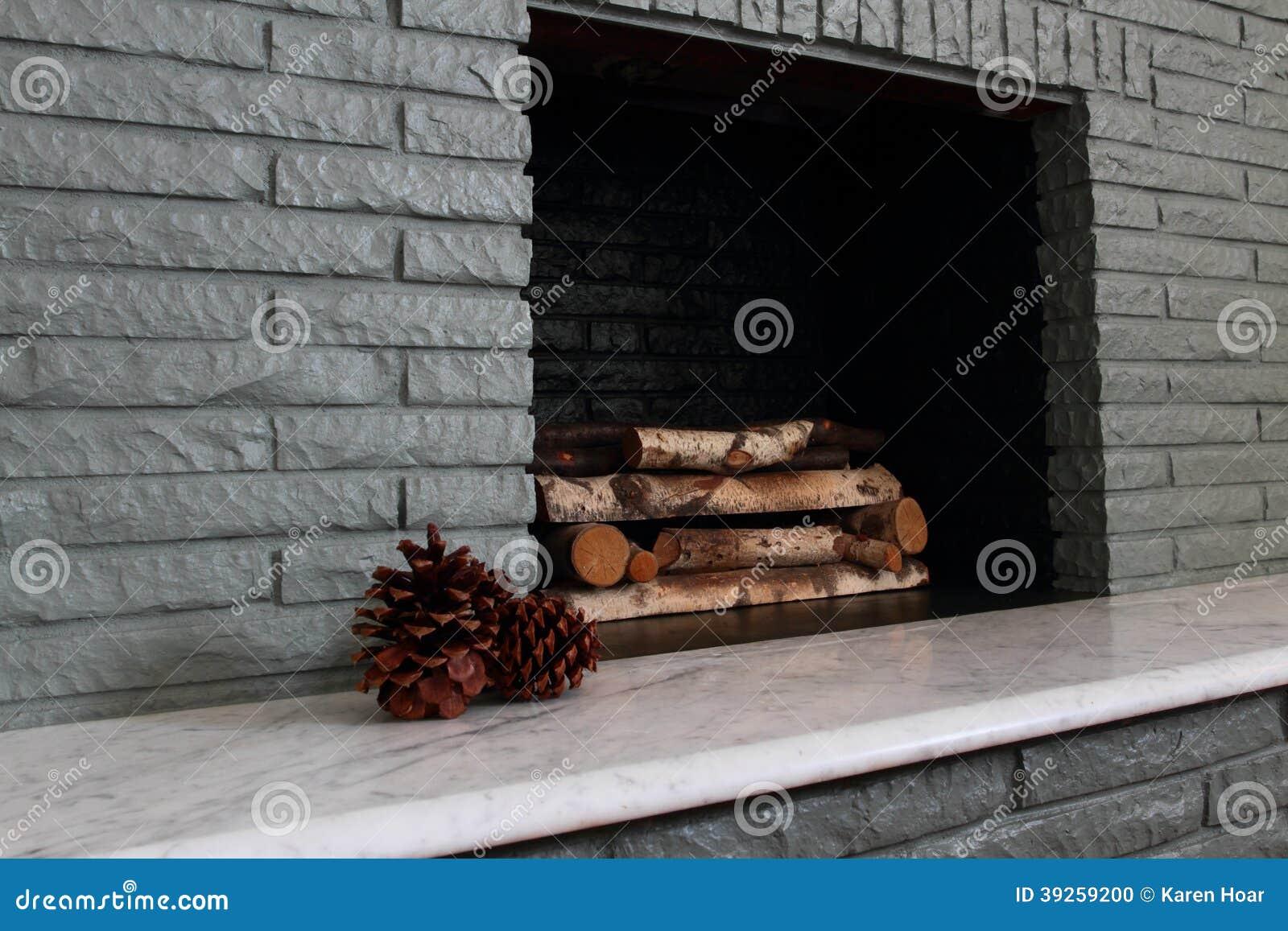 foyer en chemin e peinte de brique photo stock image 39259200. Black Bedroom Furniture Sets. Home Design Ideas