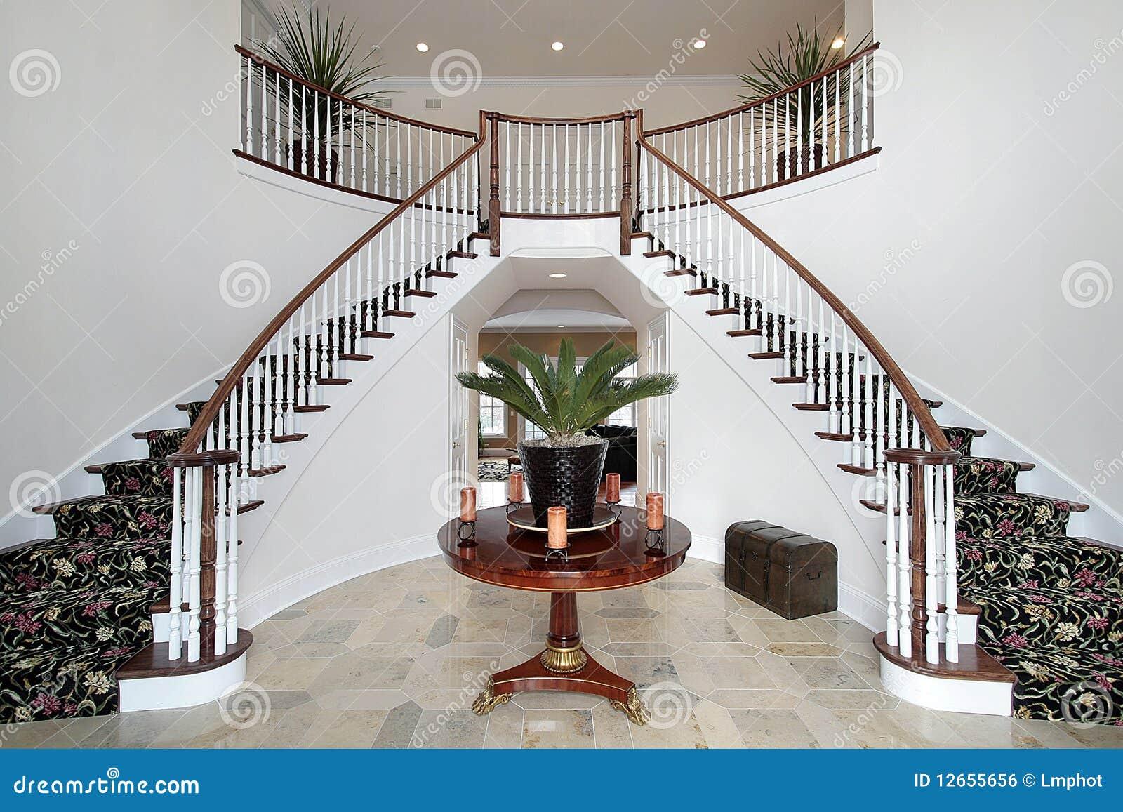 foyer moderne avec le double escalier photo stock image du divan clairage 12655656. Black Bedroom Furniture Sets. Home Design Ideas