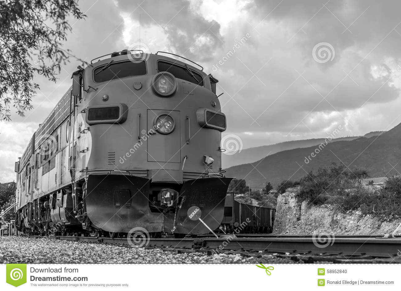 Diesel locomotive fp7 on verde canyon railroad editorial image for Electro motive division of general motors