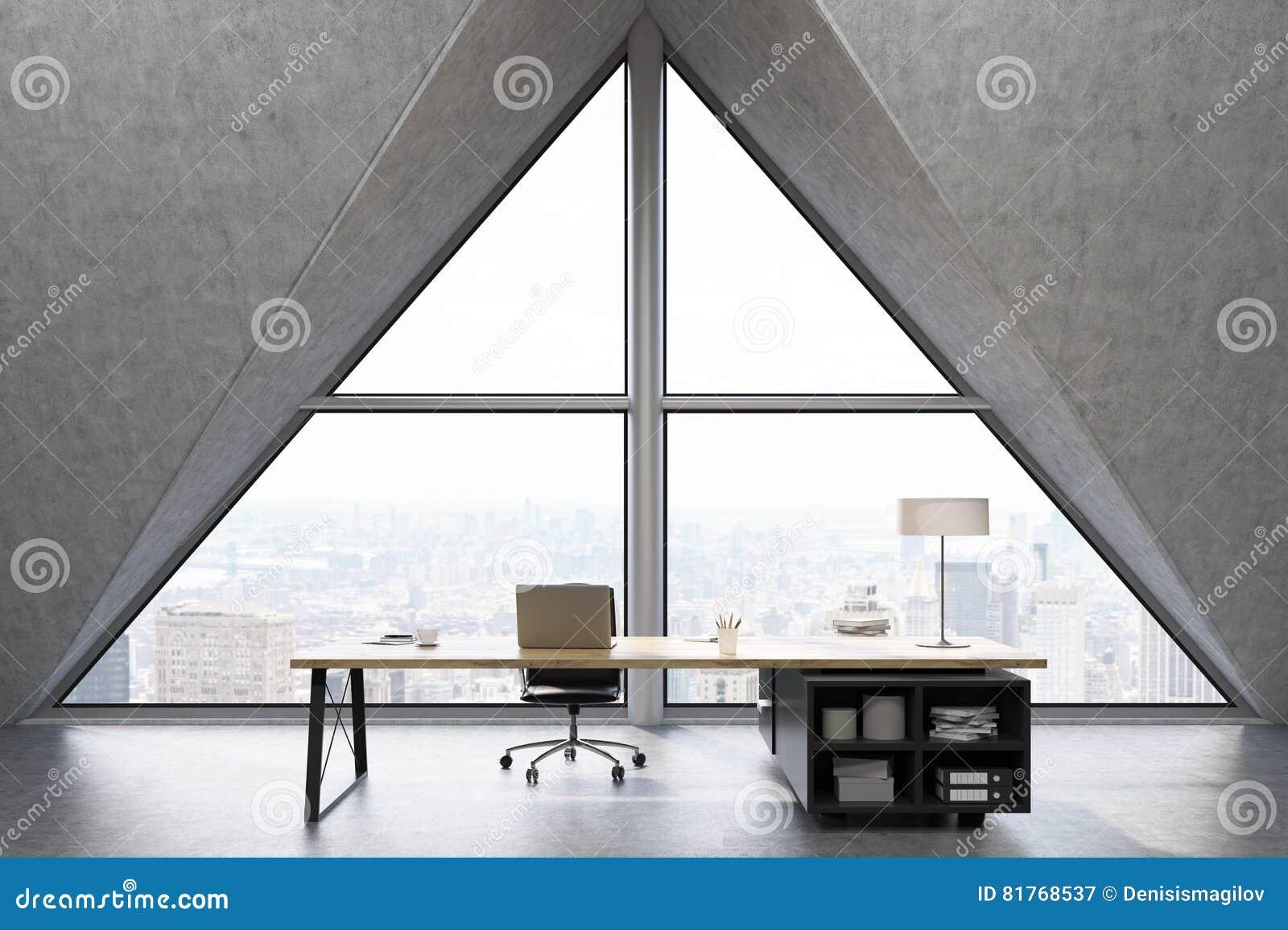 Främre sikt av ett vdkontor med det triangulära fönstret