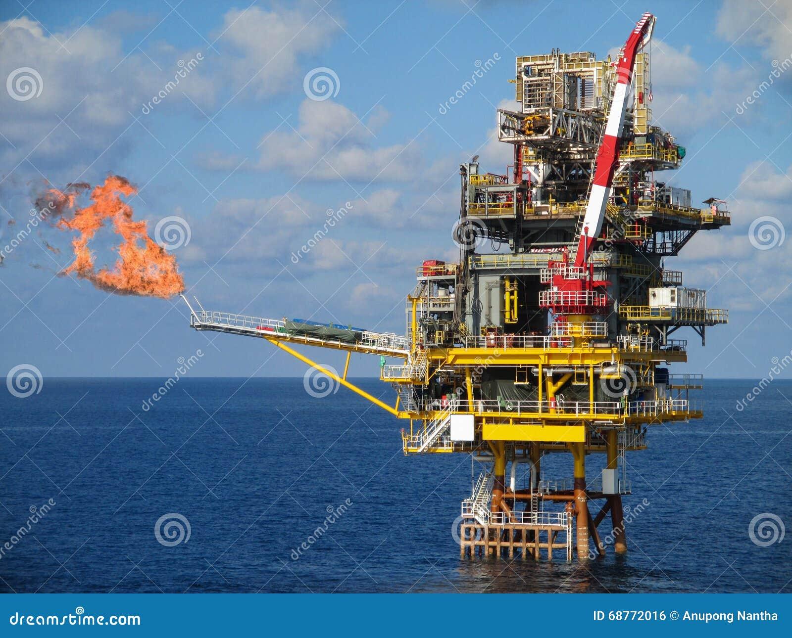 Frånlands- konstruktionsplattform för produktionfossila bränslen, fossila bränslenbransch och hårt arbete, produktionplattform oc