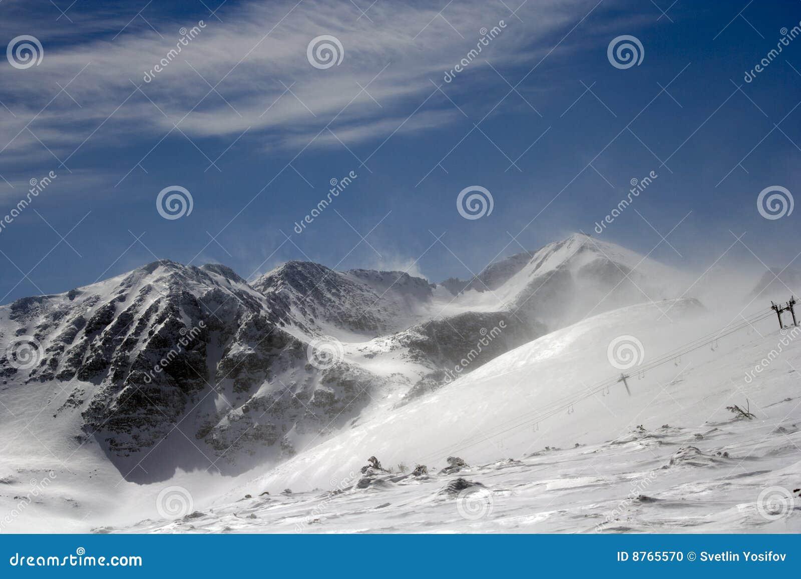 Frío y fuerte viento en la montaña de Rila.