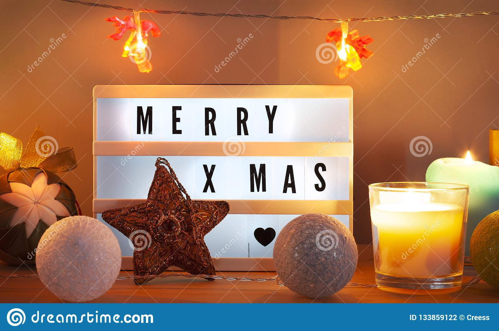 Fröhliches Weihnachten-lightbox und Weihnachtsdekorationen mit Stern