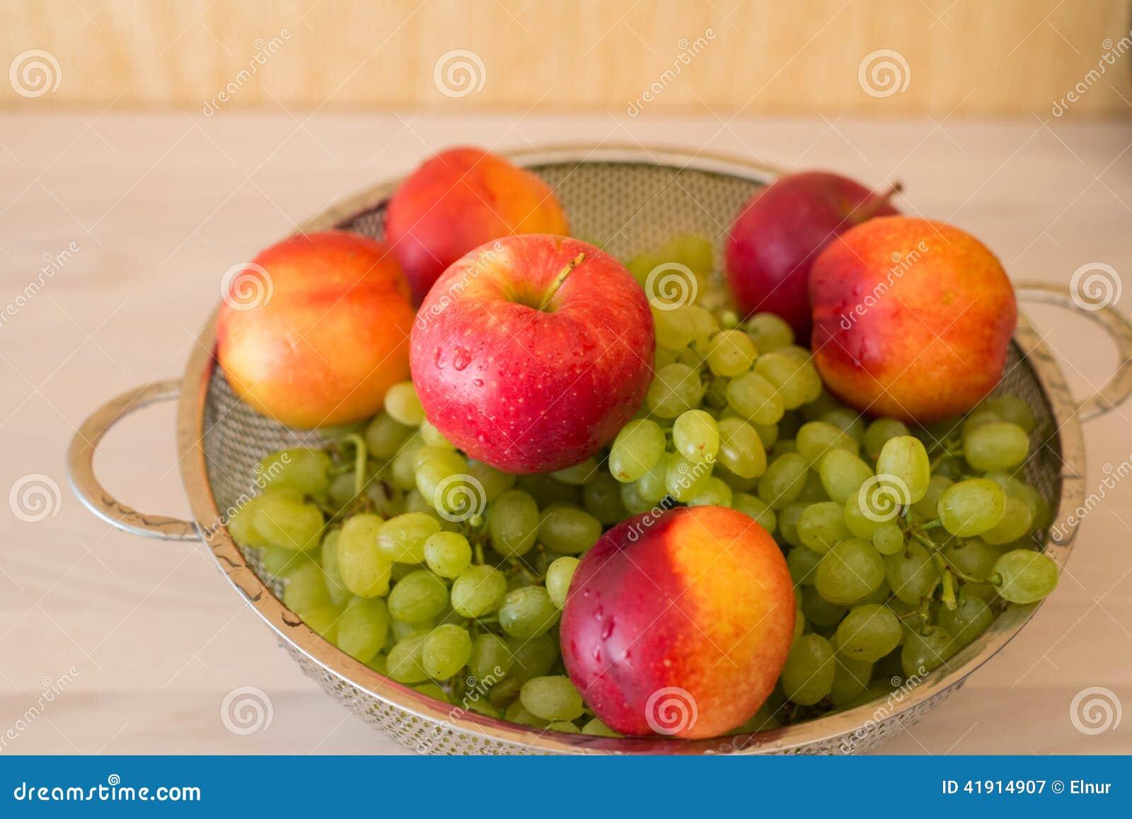 Früchte im bown