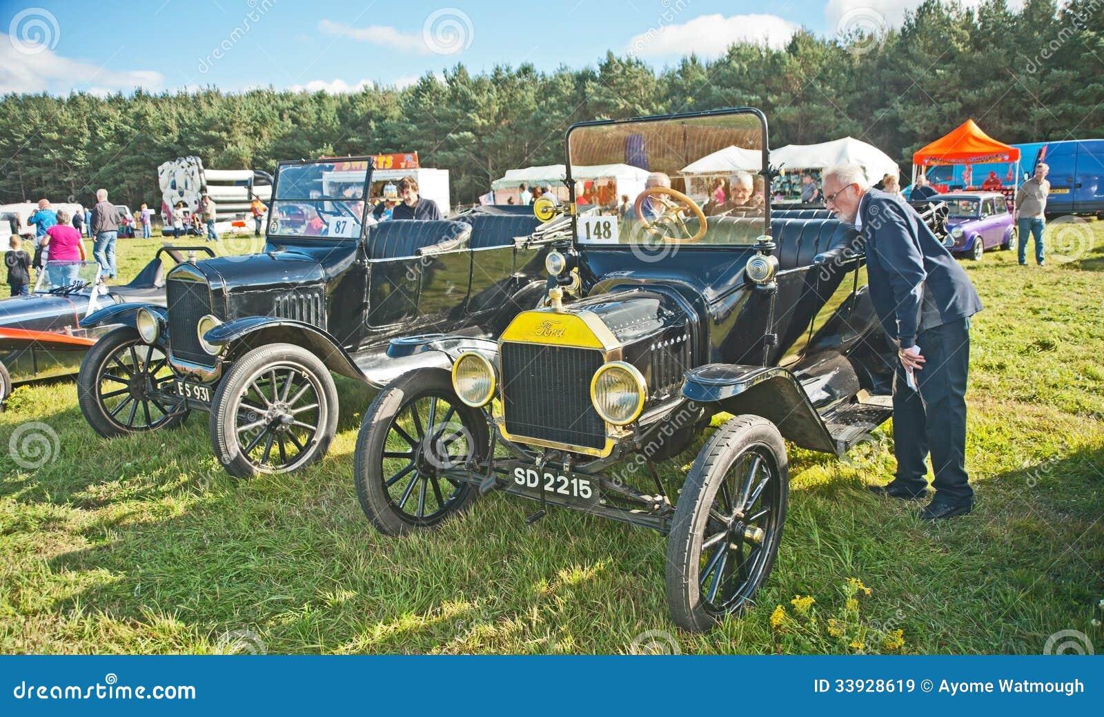 Frühe Ford-Autos an Roseisle-Sammlung