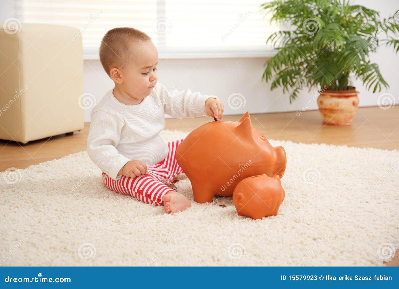 Frühe Sparungen des kleinen Jungen