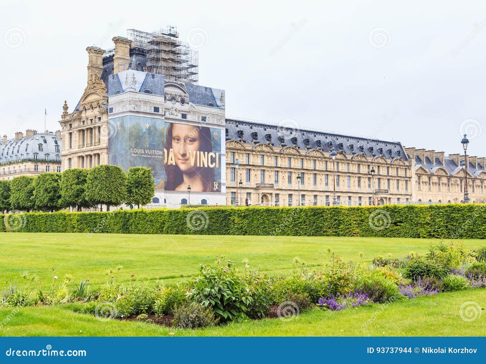 Frühjahr In Jardin DES Tuileries Mit Musee Du Louvre ...
