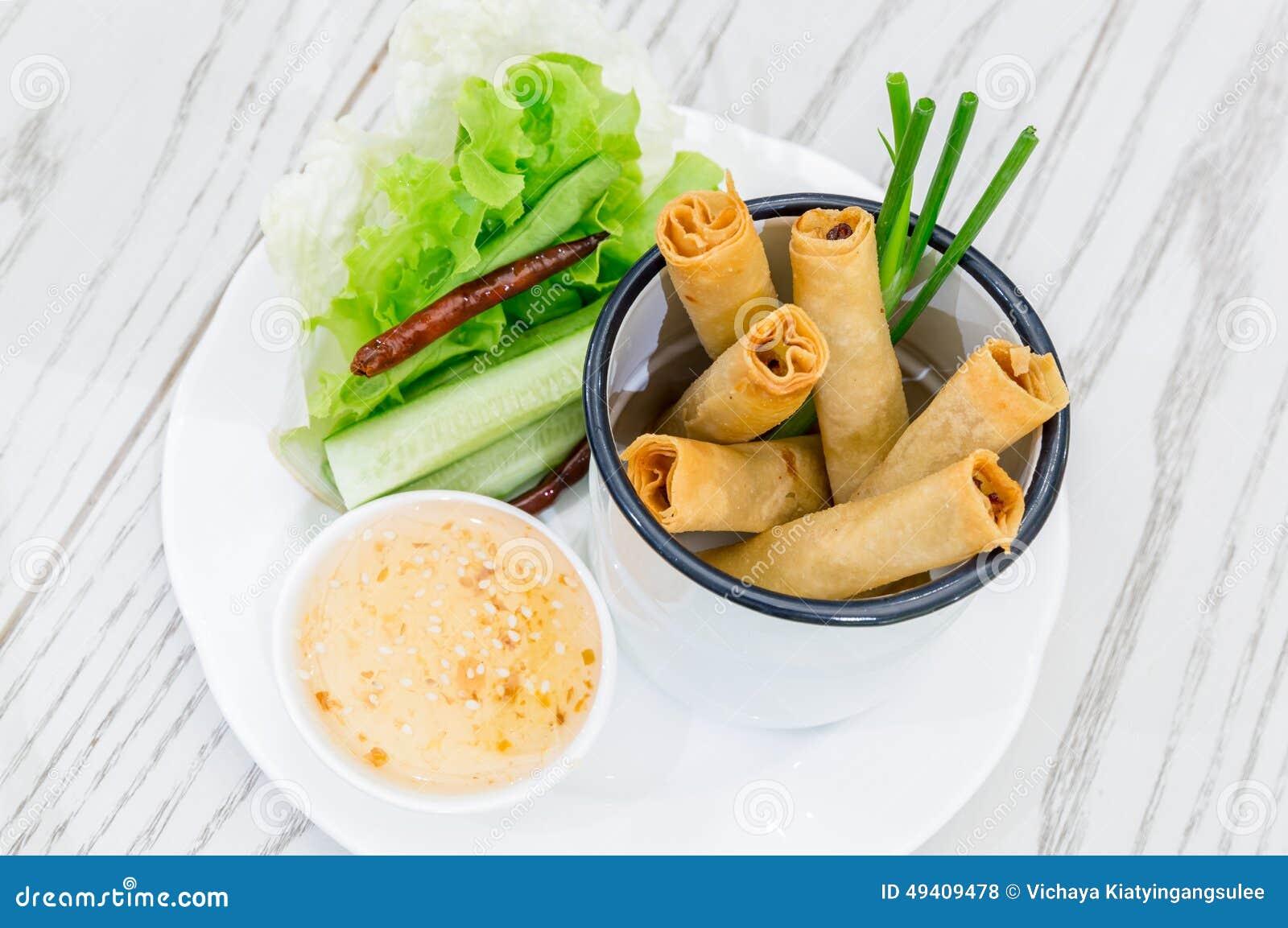 Download Frühling Rolls stockfoto. Bild von knusperig, vietnamesisch - 49409478
