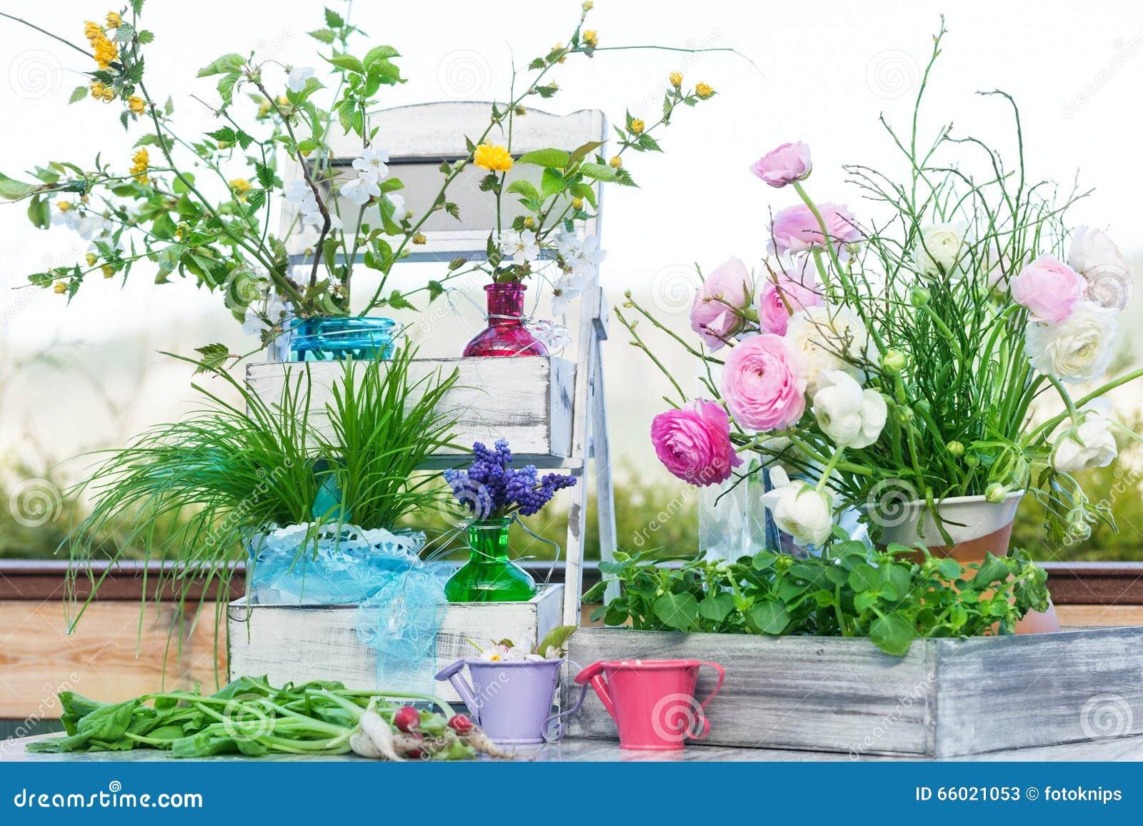fr hlingsdekoration auf der terrasse stockbild bild von rettiche kirsche 66021053. Black Bedroom Furniture Sets. Home Design Ideas
