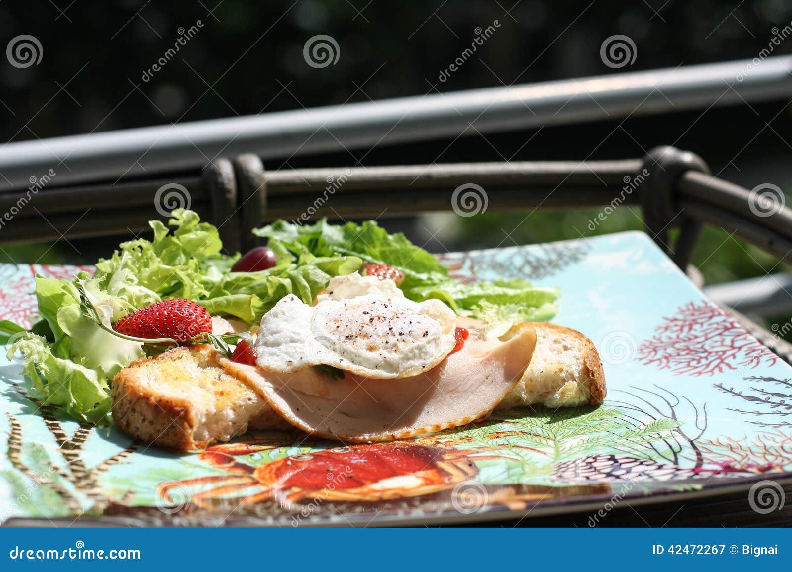 Frühstück mit Salaten