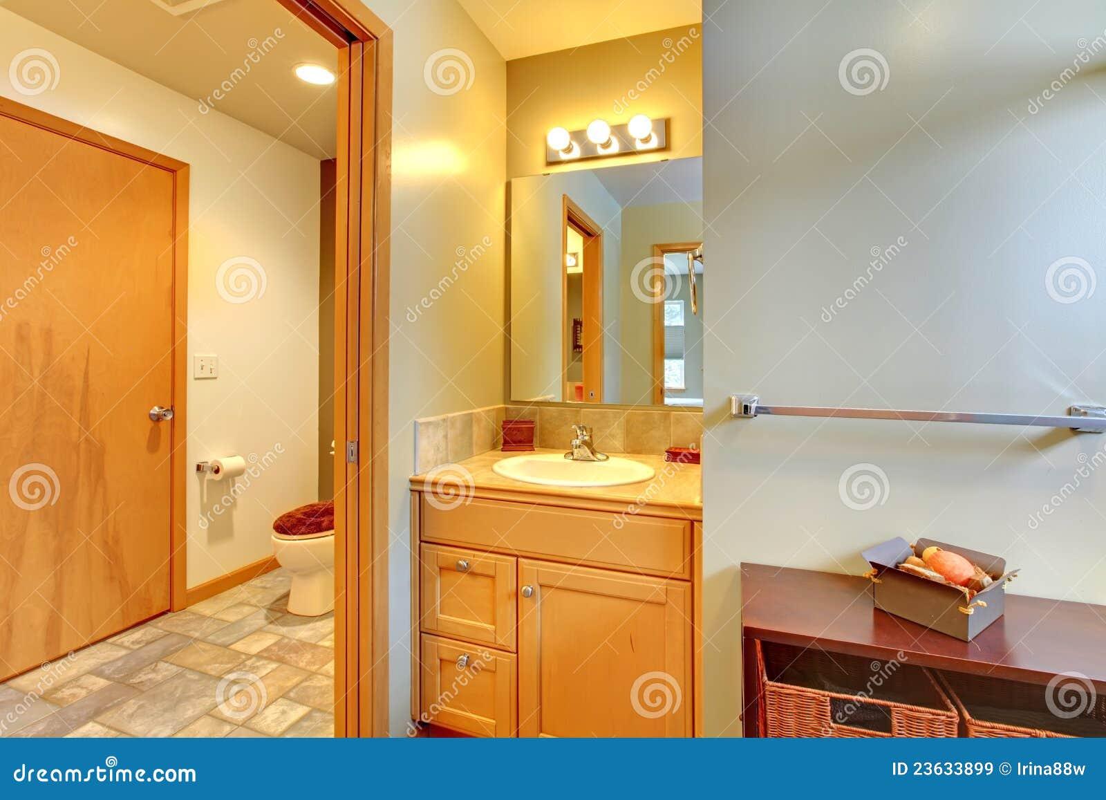 För lokalvask för badrum stor toalett royaltyfria bilder   bild ...