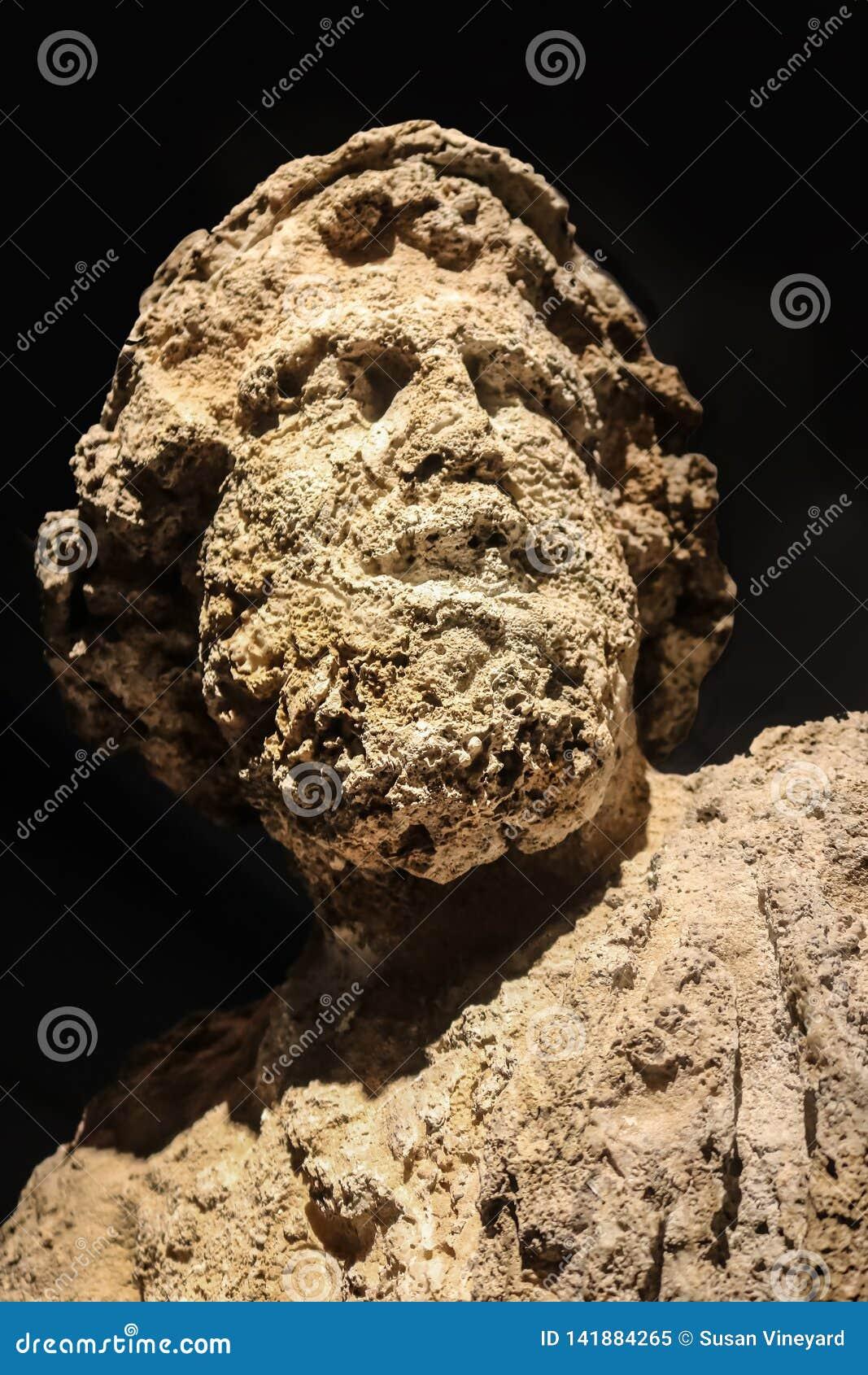 Fraß wirklich Kopf von Poseidon ab - Gott der Seeerdbebenstürme und Pferde - der für eine lange Zeit Unterwasser war- und Löcher