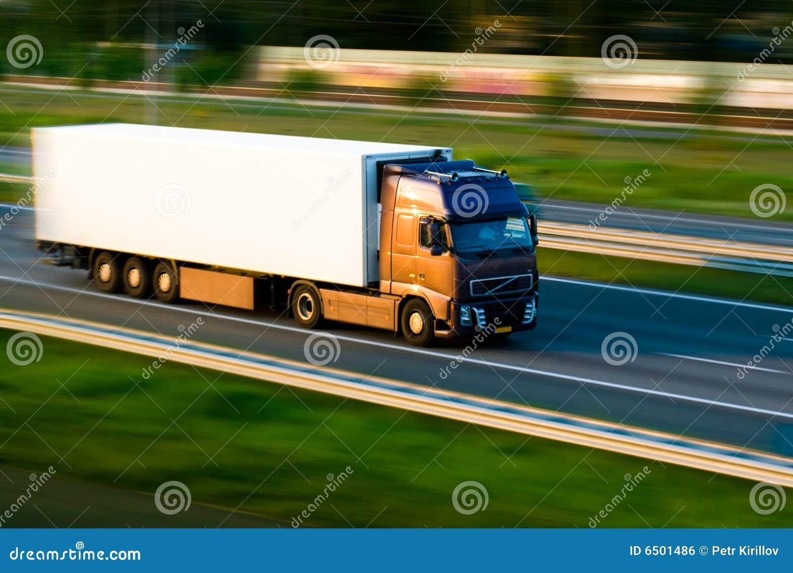 Fracht-LKW auf Autobahn