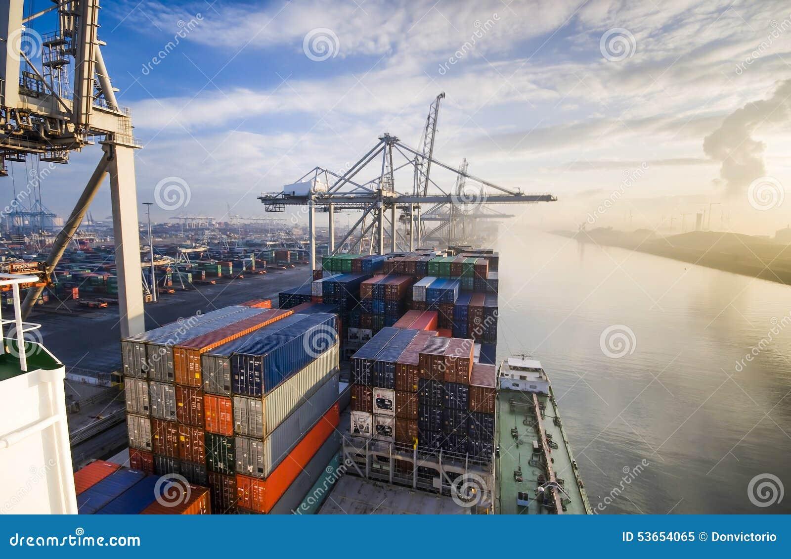 Frachtschiff-Ladenbehälter in Rotterdam