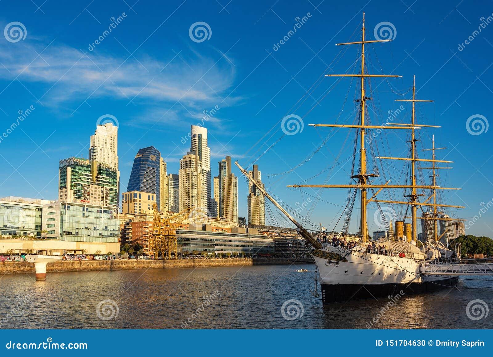 Fragata Sarmiento is een museumschip in Argentinië, oorspronkelijk als opleidingsschip wordt gebouwd voor de Argentijnse Marine d