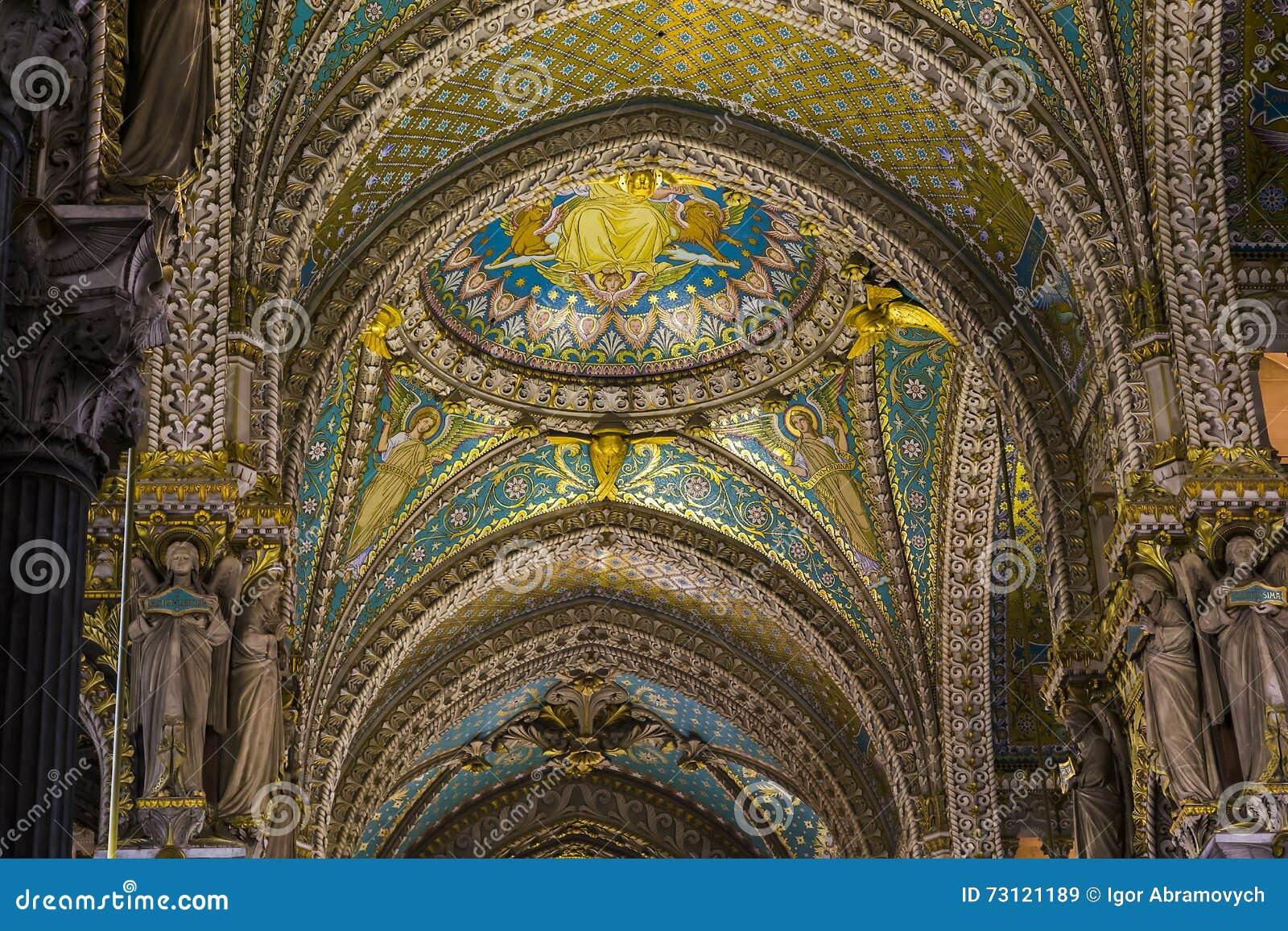 Fragment av fullföljande av basilikan av Notre Dame de Fourviere