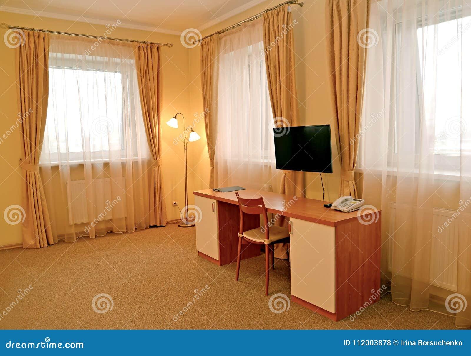 Fragment D\'un Intérieur De La Chambre D\'hôtel Avec Un Bureau ...