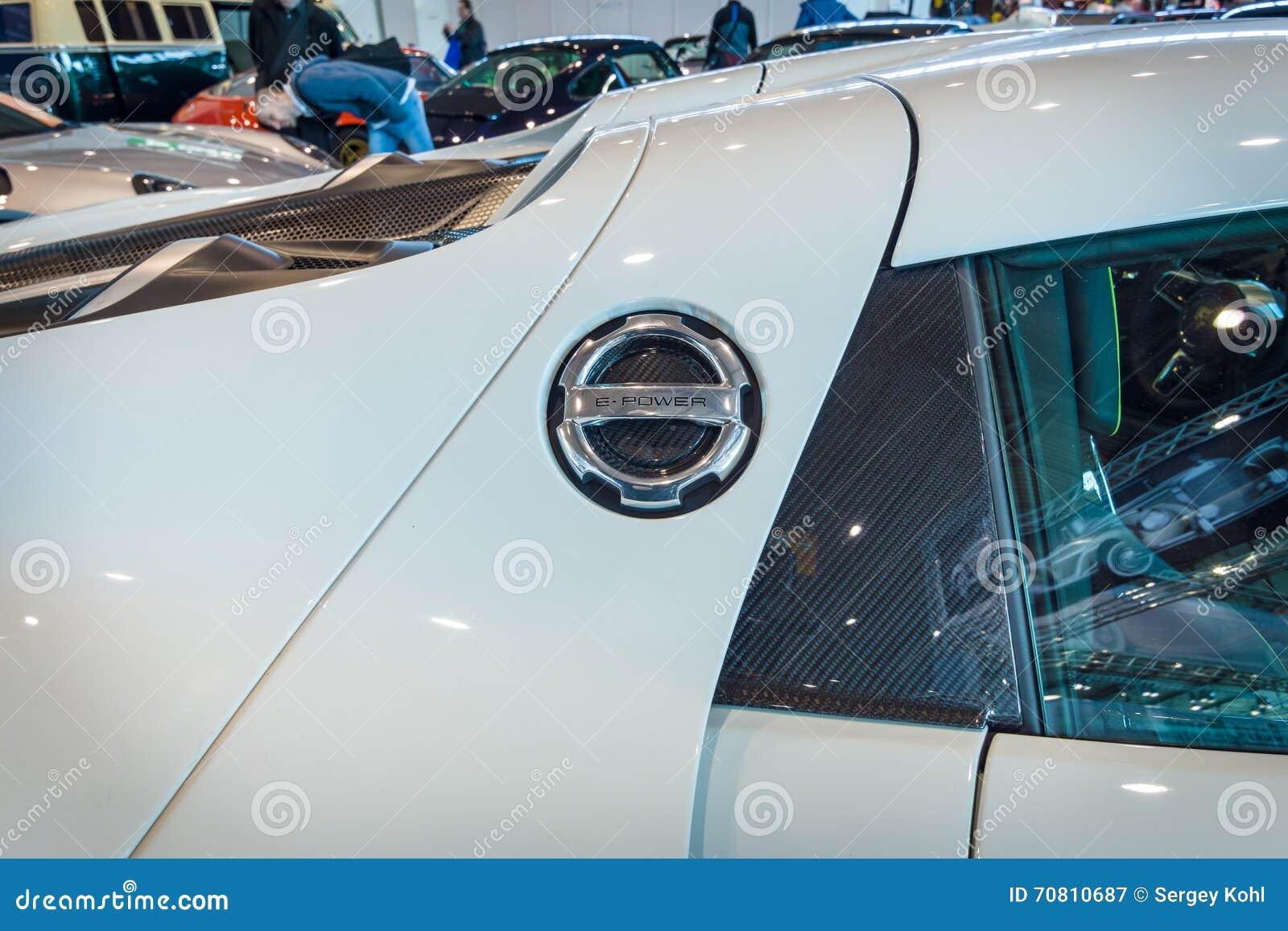Fragment d une voiture de sport hybride embrochable mi-à moteur Porsche 918 Spyder, 2015