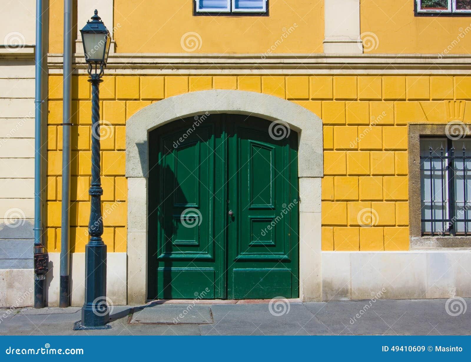 Download Fragment Des Europäischen Gebäudes Stockbild - Bild von plasterung, tür: 49410609