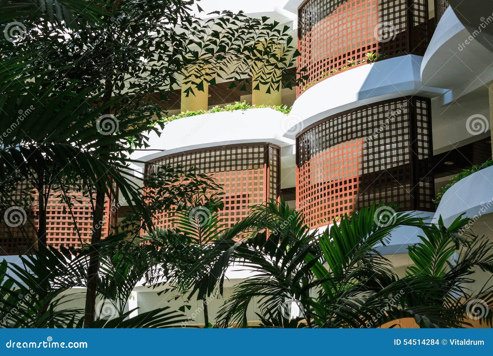 Fragment des grillzauns des stilvollen modernen schützenden balkons