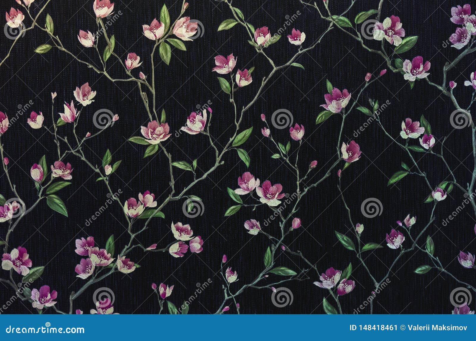 Fragment einer dekorativen Platte mit einem Blumenmuster Blumenhintergrund für Entwurf und Dekoration Blumen auf einem schwarzen