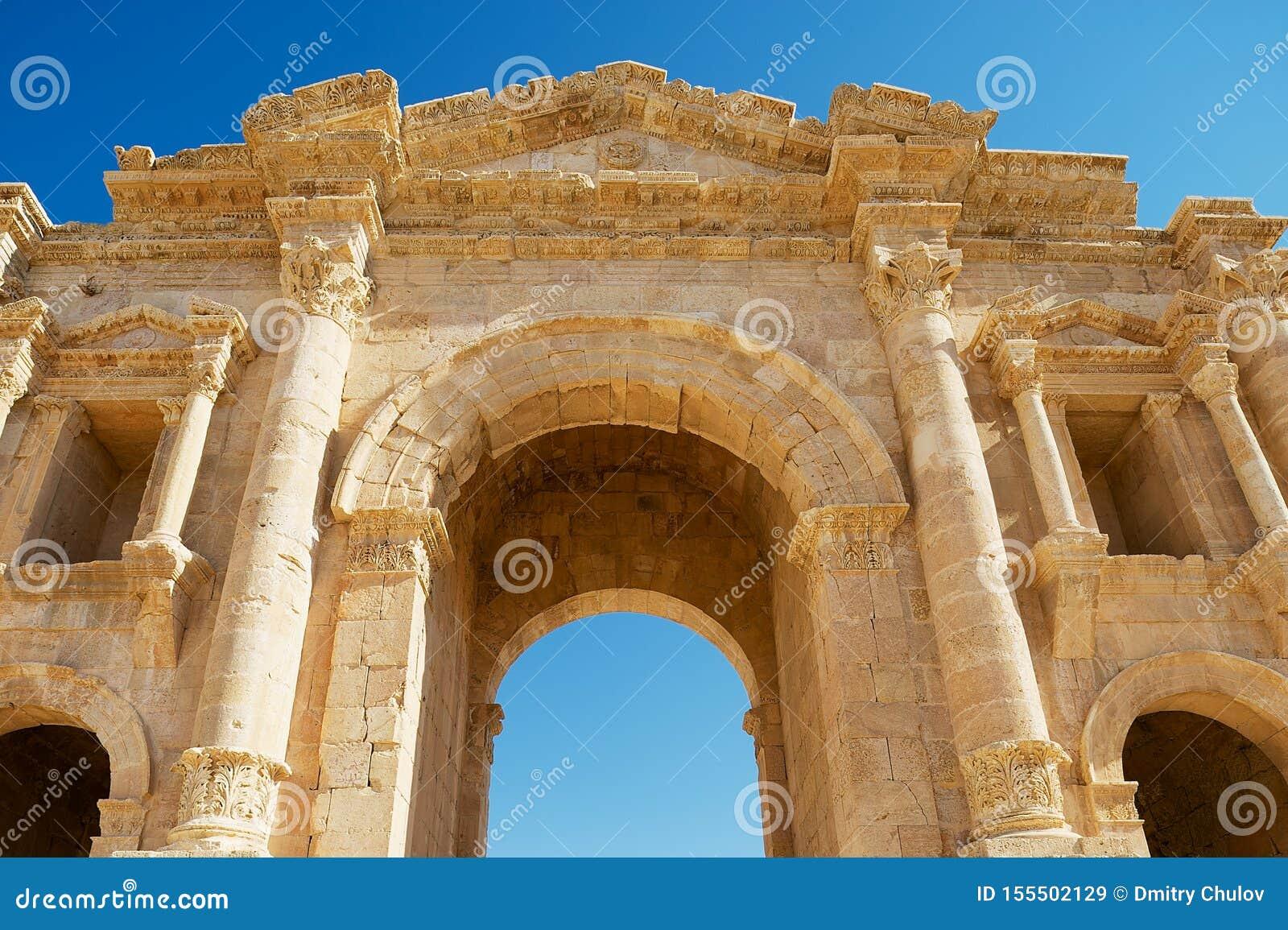 Fragment supérieur de la voûte de Hadrian dans la ville romaine antique de Gerasa dans Jerash, Jordanie