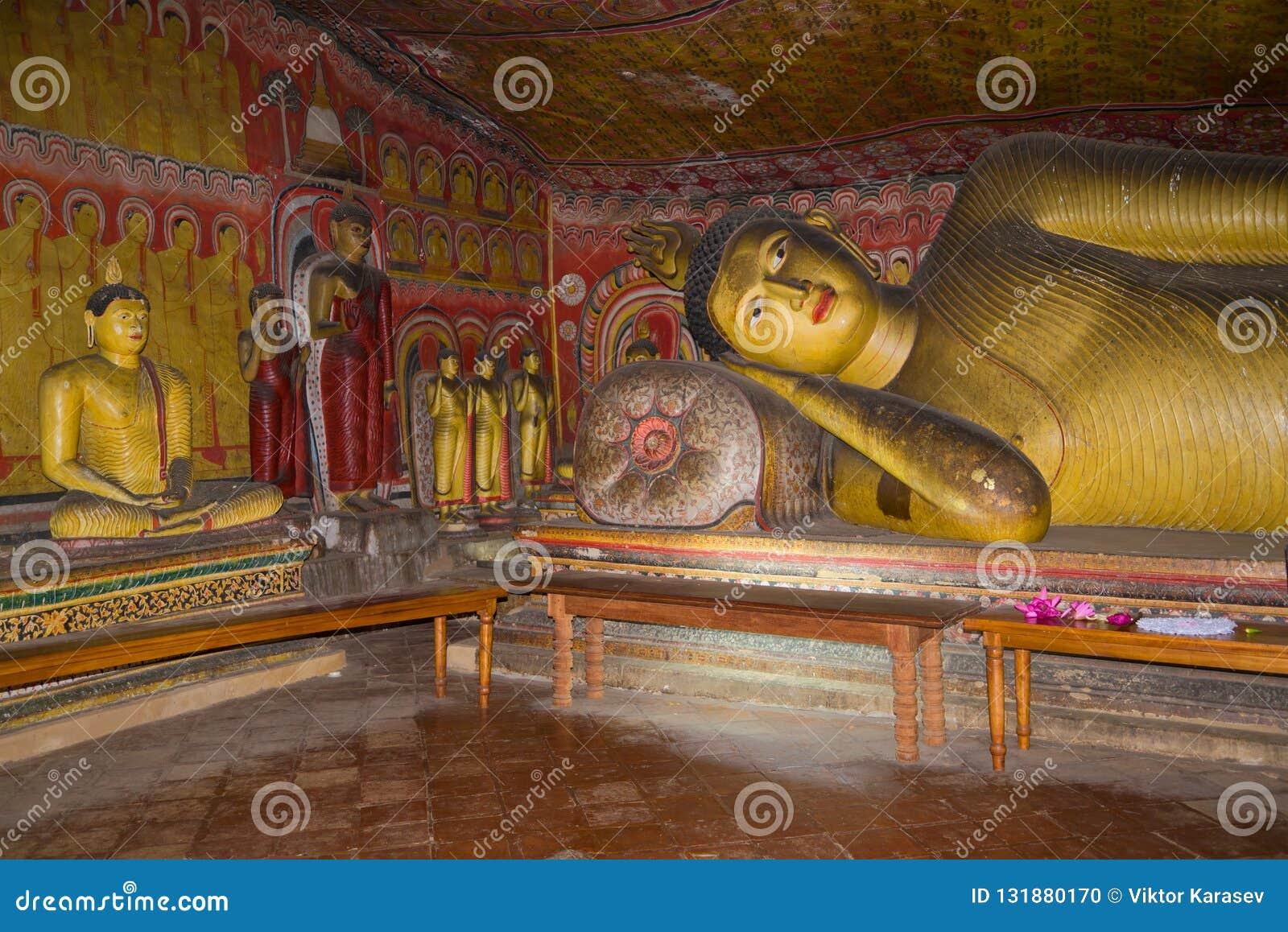 Fragment van een binnenland van de oude hol Boeddhistische tempel Dambulla, Sri Lanka
