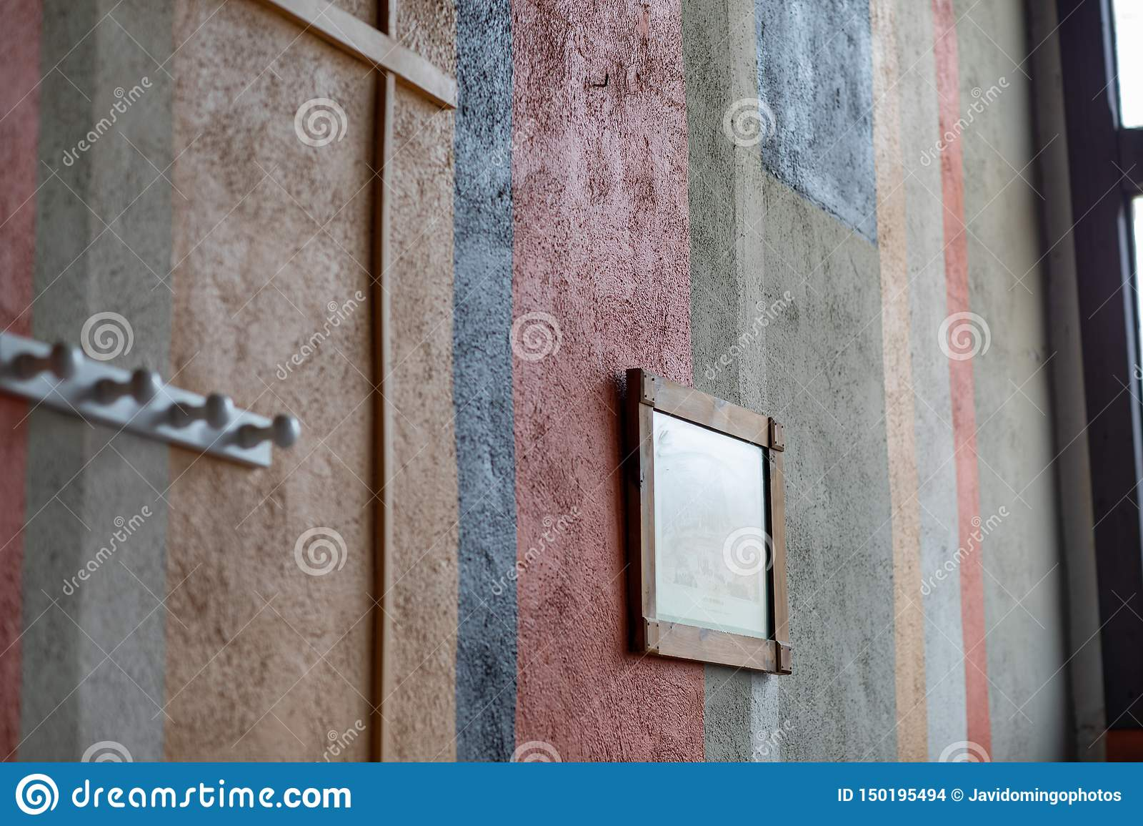 Fragment van muur met verschillende kleuren