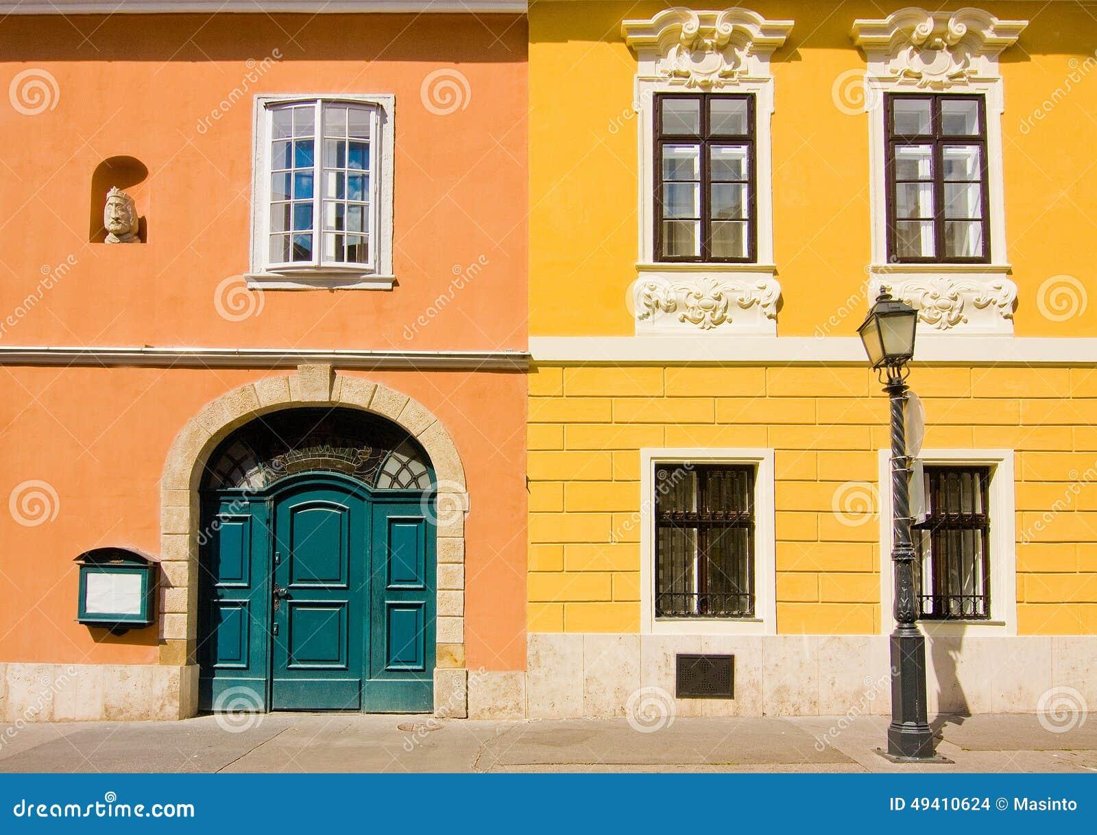 Download Fragment Von Europäischen Gebäuden Stockfoto - Bild von laterne, straße: 49410624