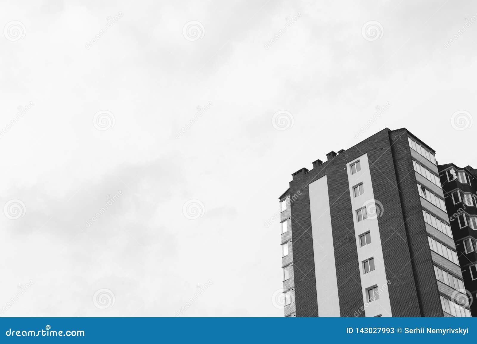 Fragmento abstrato da arquitetura contemporânea Construção moderna residencial, preto e branco dramático, espaço da cópia
