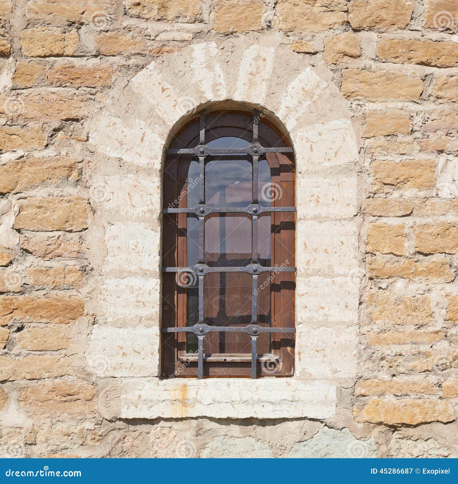 Fragmento da parede do castelo velho do tijolo