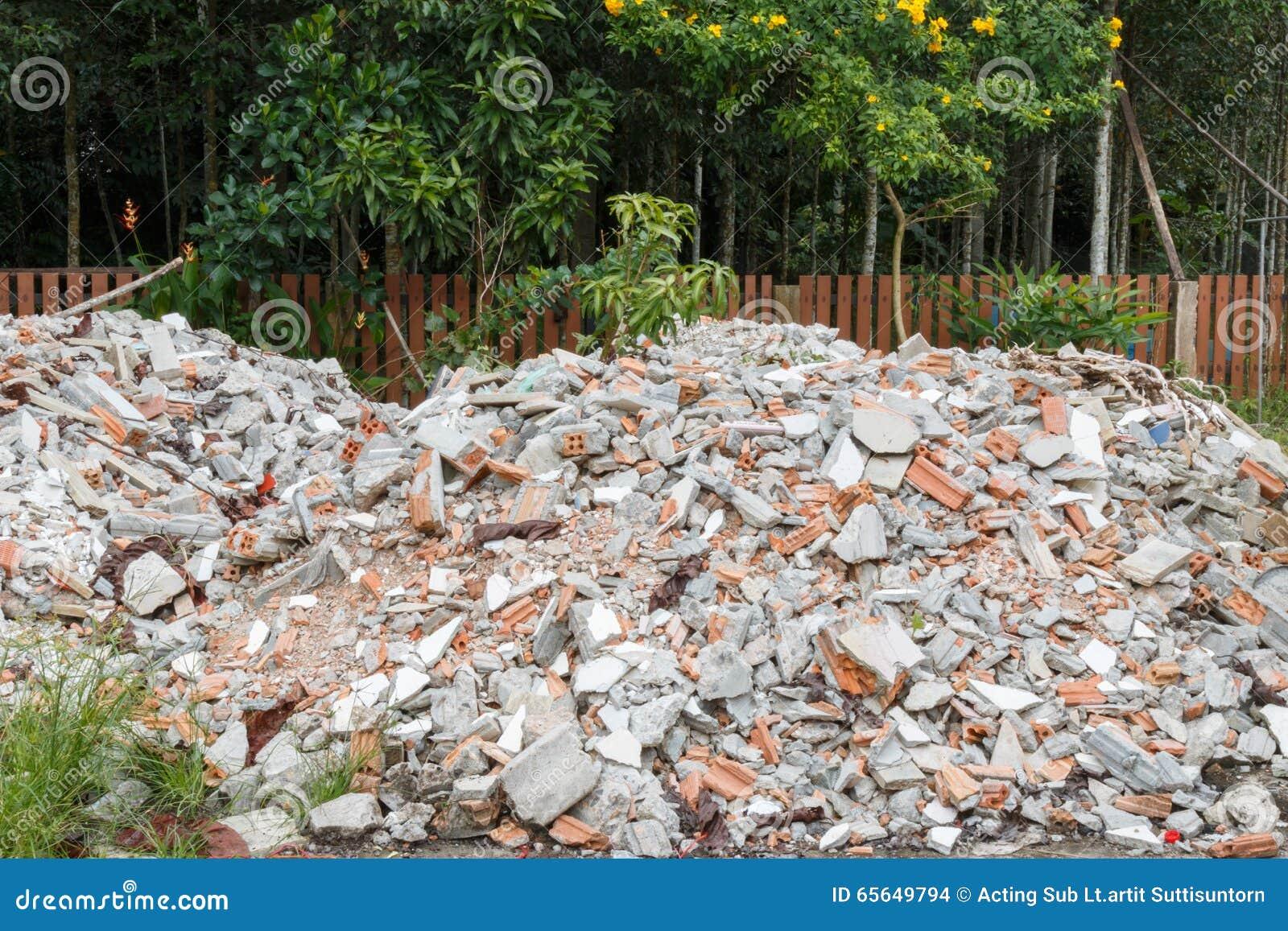 Fragments et blocaille de mortier