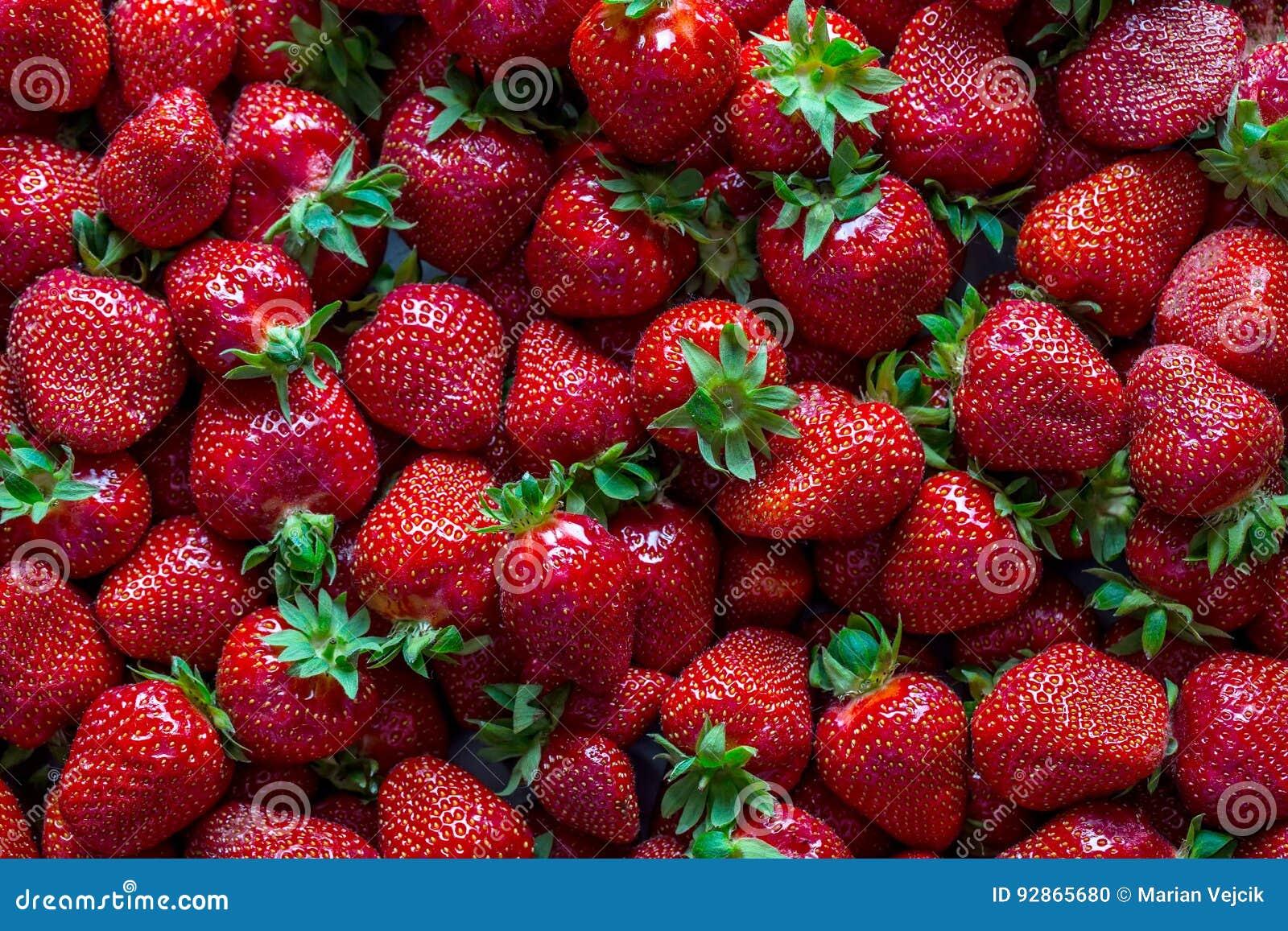 Fragola Fragola rossa Fragole raccolte fresche nelle posizioni differenti