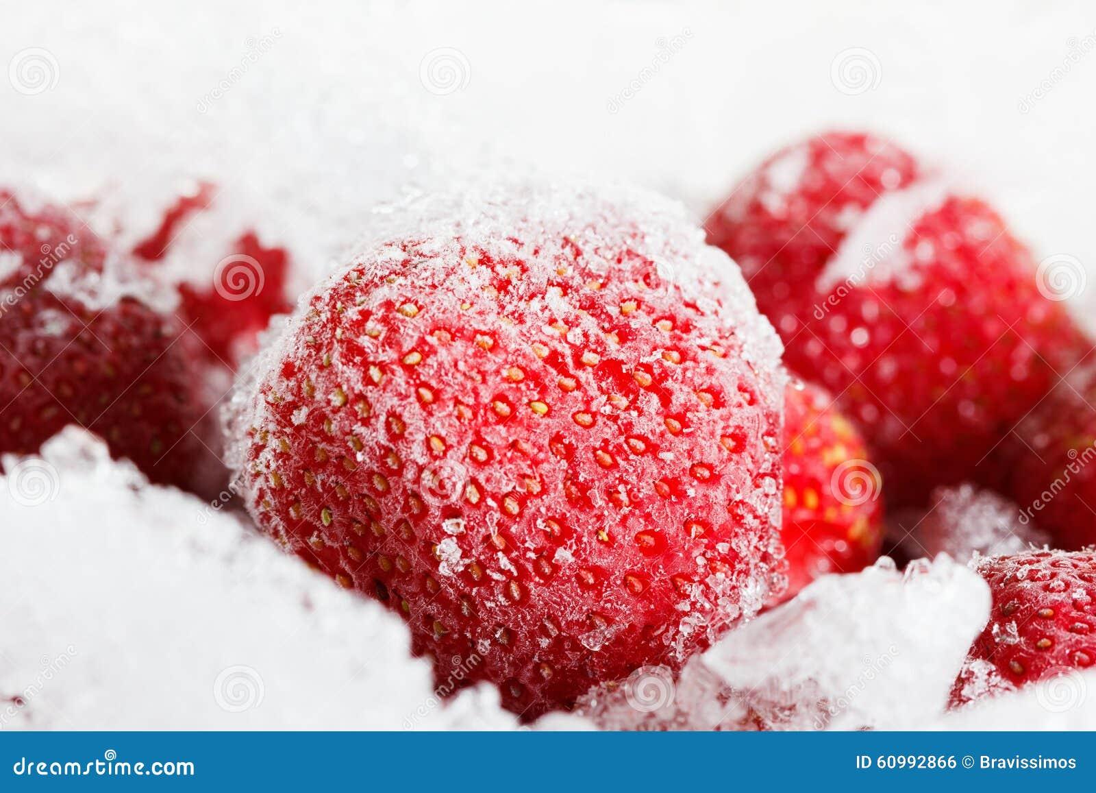Fragole, congelate per stoccaggio lungo di durata di ghiaccio