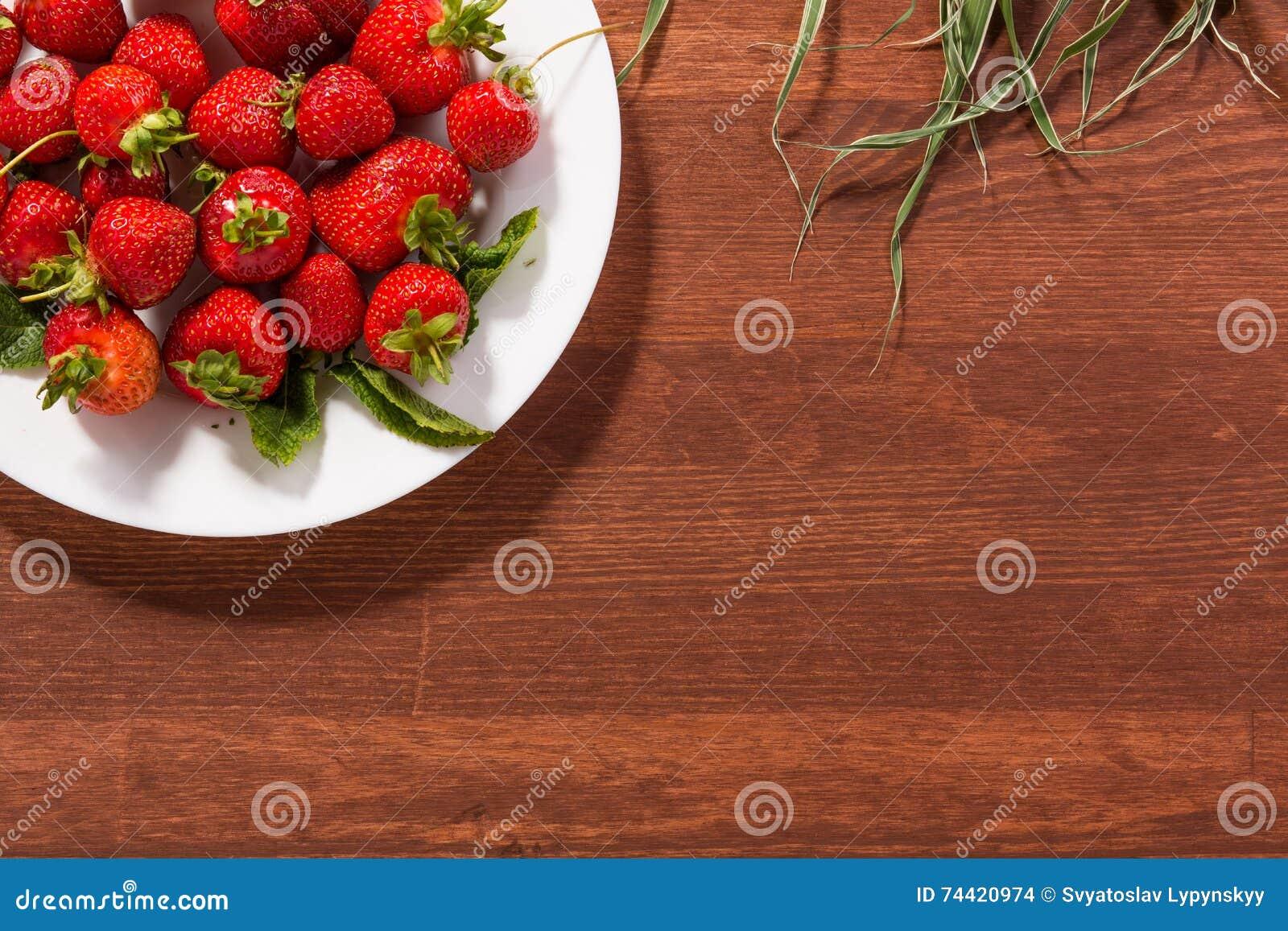 Fragole rosse mature