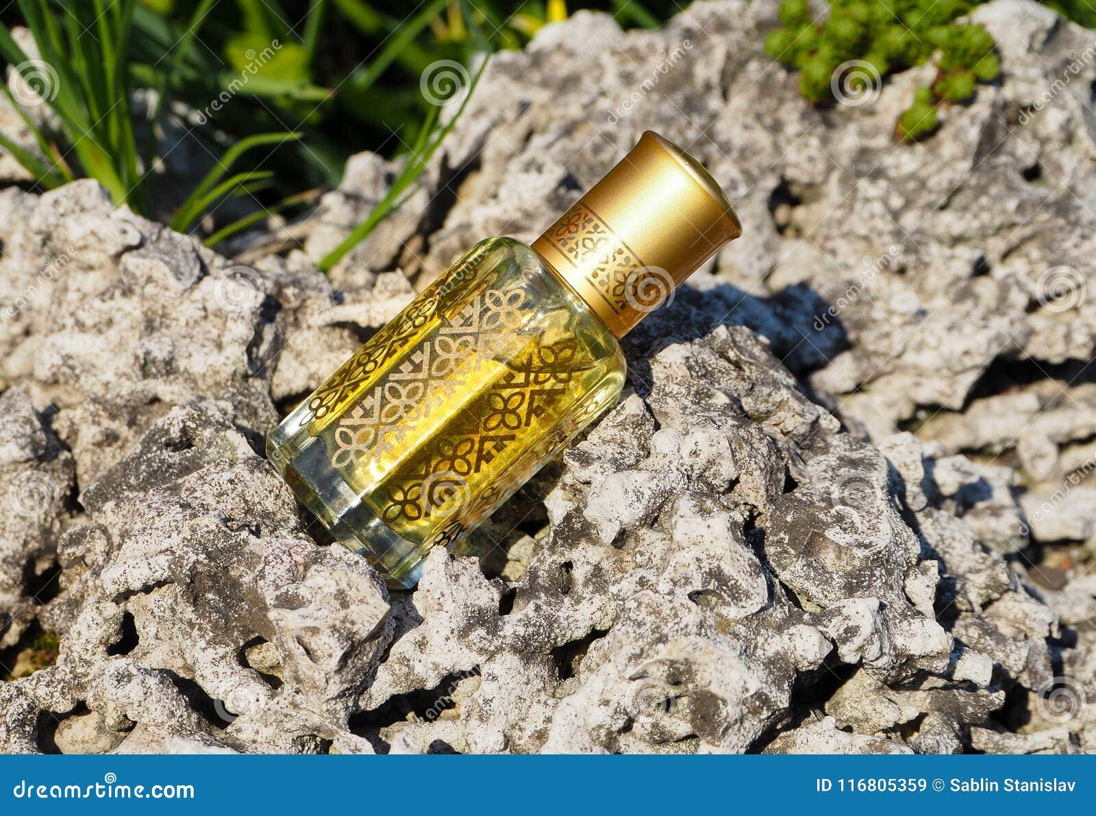 Fragranze arabe del profumo dell essenza di oud o dell olio del agarwood in mini bottiglia