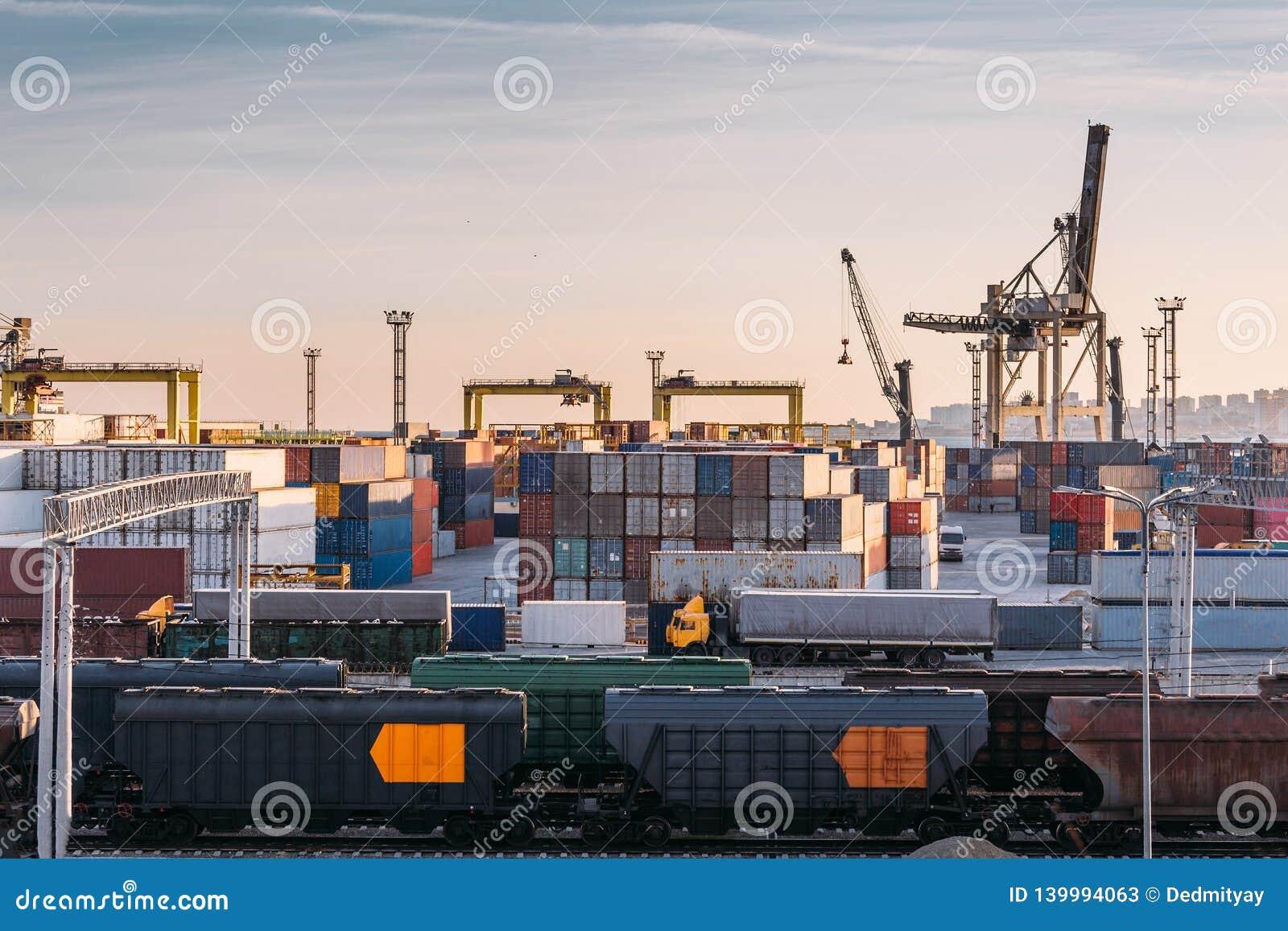 Frakta trans.havsport för import- och exportgods i lastbehållare med kranar, sändnings för industriell affär