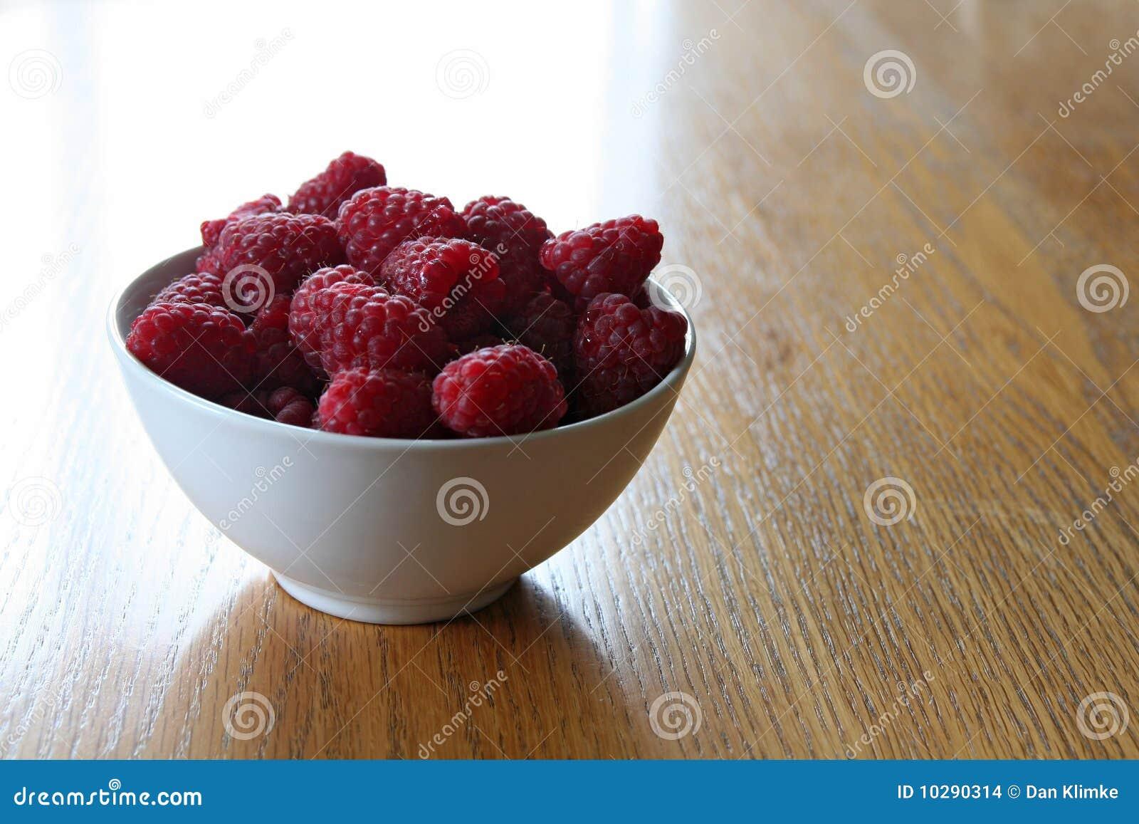 Framboises de cuvette rouges