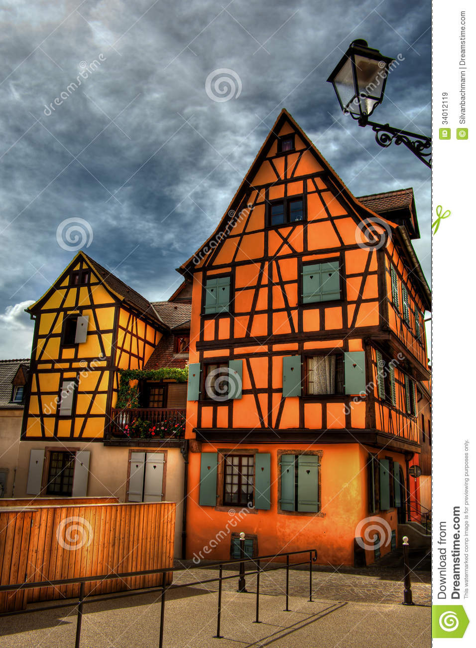 Frame houses hdr royalty free stock images image 34012119 for Dynamic house