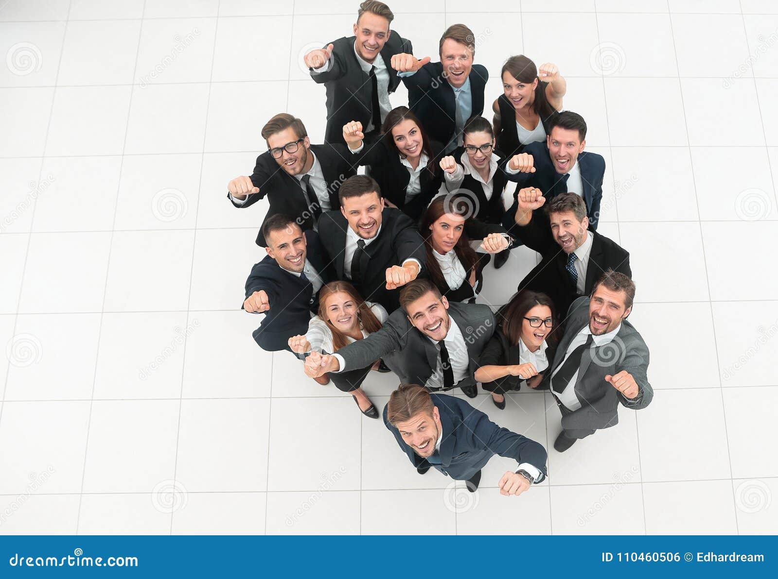 Framgång för resultat för affärsmanbegreppsgraf talrikt triumferande affärslag