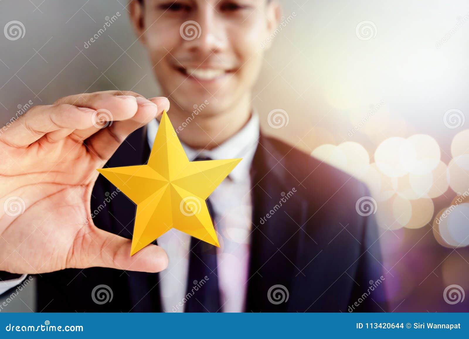 Framgång i affär eller personligt talangbegrepp Lyckliga Businessma