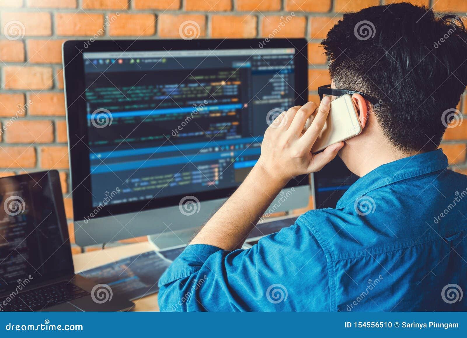 Framkallande programmerareDevelopment Website design och kodifiera teknologier som arbetar i materiel för kontor för programvaruf