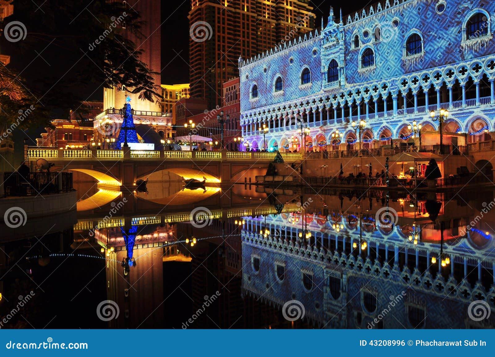 Download Framme Av Den Venetian Macuaen Redaktionell Bild - Bild av venetian, lampa: 43208996