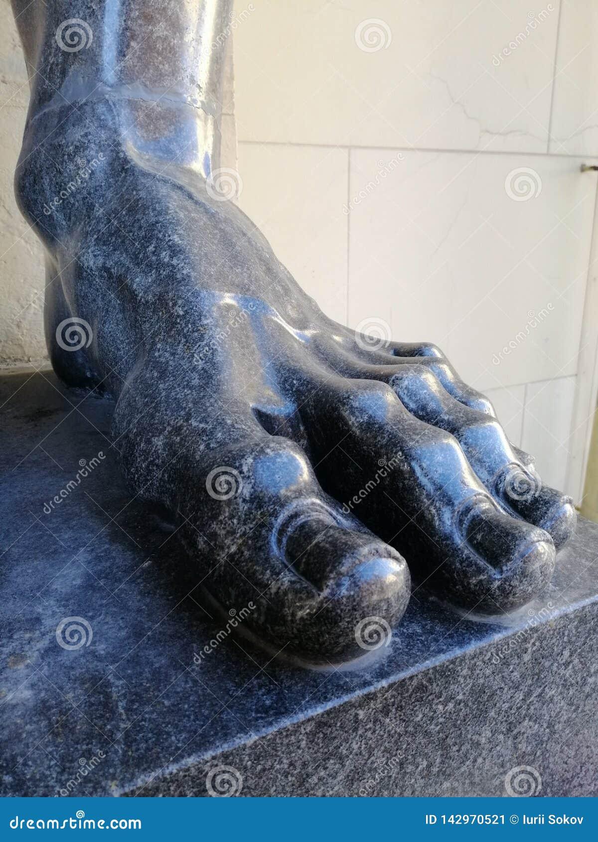 Frammento del piede di marmo